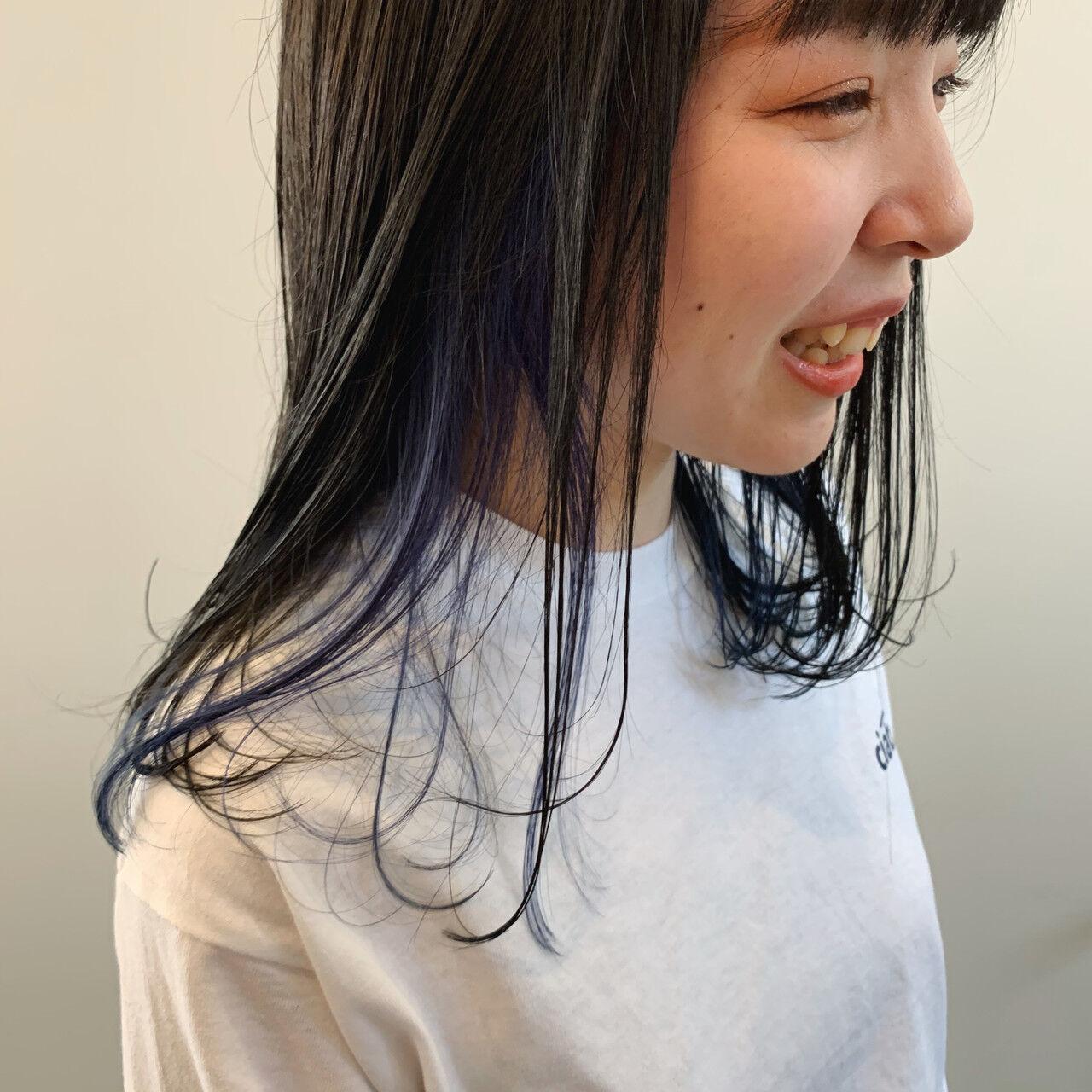 デザインカラー ブルー インナーカラー セミロングヘアスタイルや髪型の写真・画像