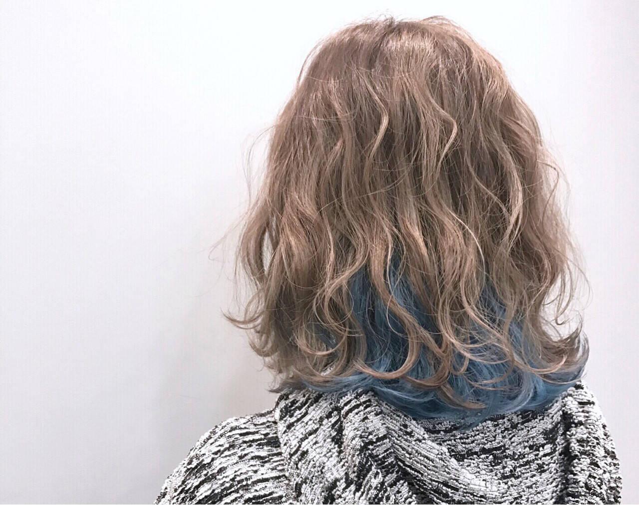 ゆるふわ インナーカラー ミディアム ストリートヘアスタイルや髪型の写真・画像