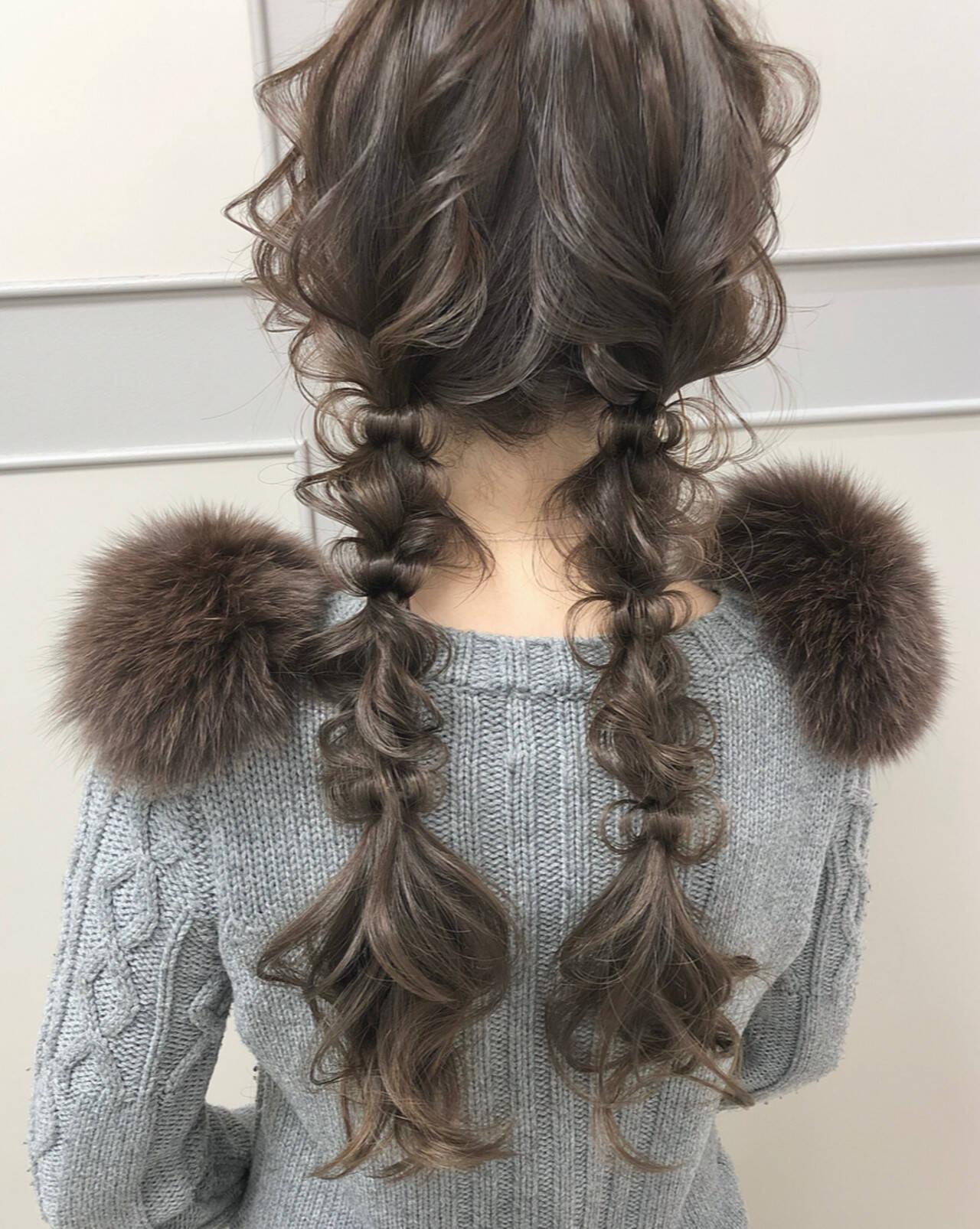 ツインテール ナチュラル 編みおろしツイン ロングヘアスタイルや髪型の写真・画像