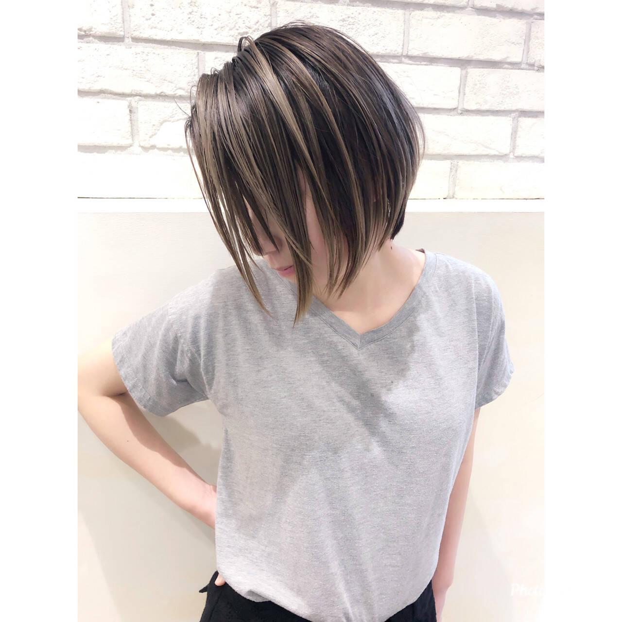 グレージュ ハイライト アンニュイほつれヘア ショートヘアスタイルや髪型の写真・画像