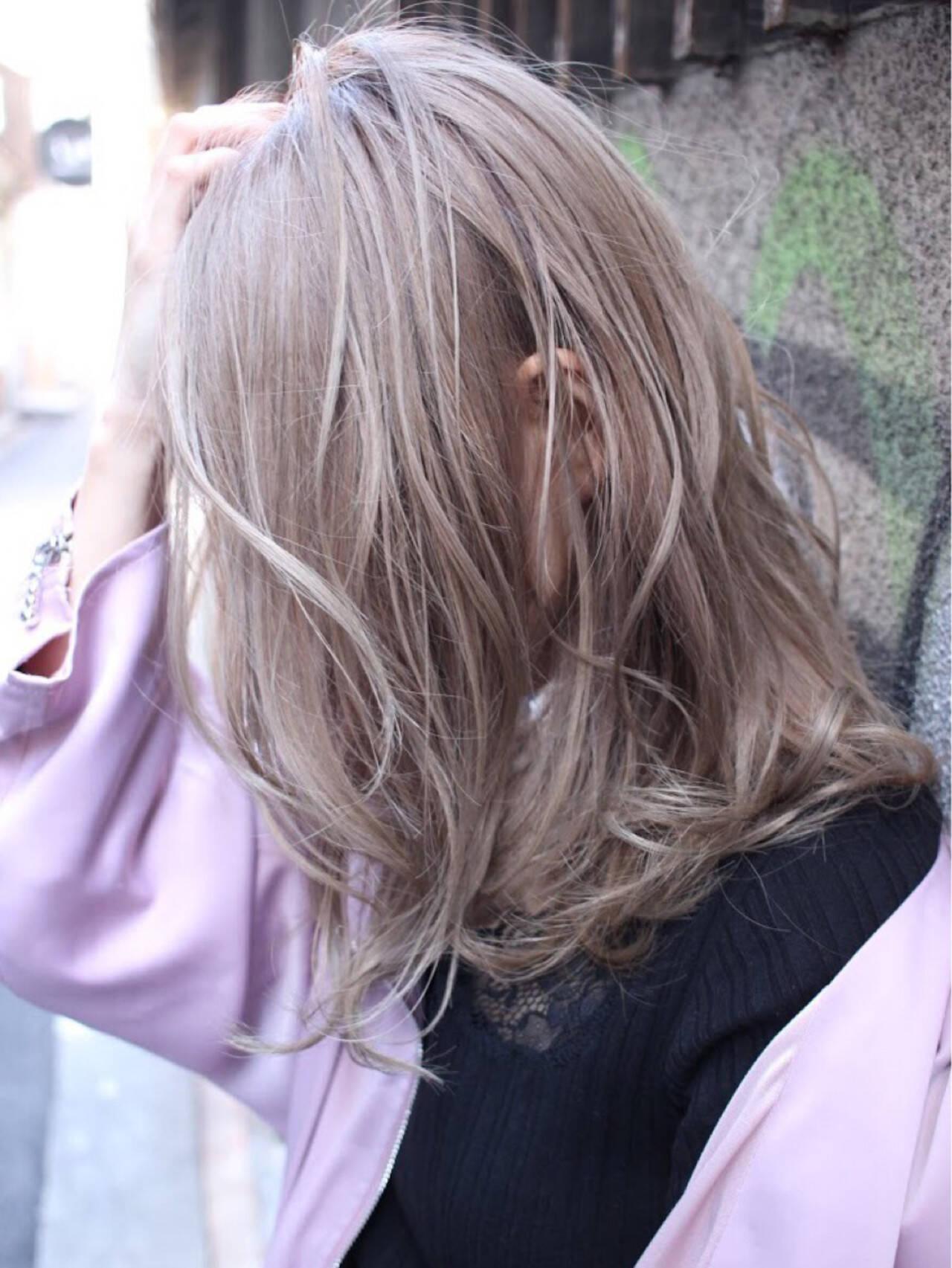 ナチュラル 金髪 ゆるふわ セミロングヘアスタイルや髪型の写真・画像
