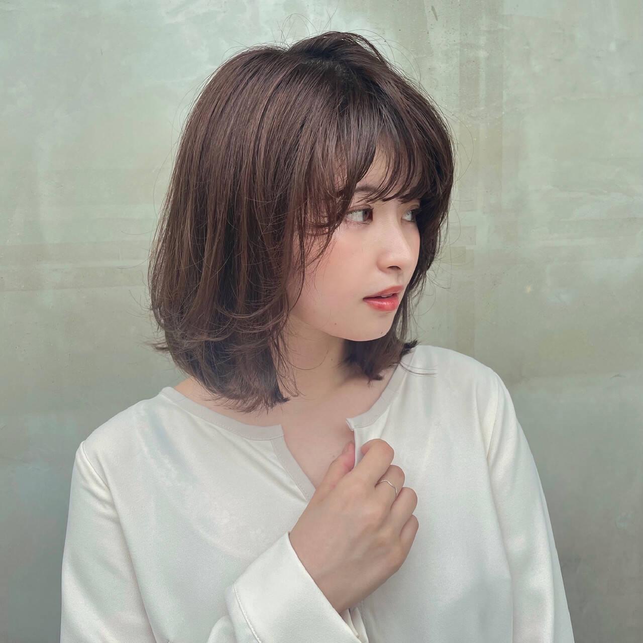 アッシュブラウン 透明感カラー 内巻き イルミナカラーヘアスタイルや髪型の写真・画像