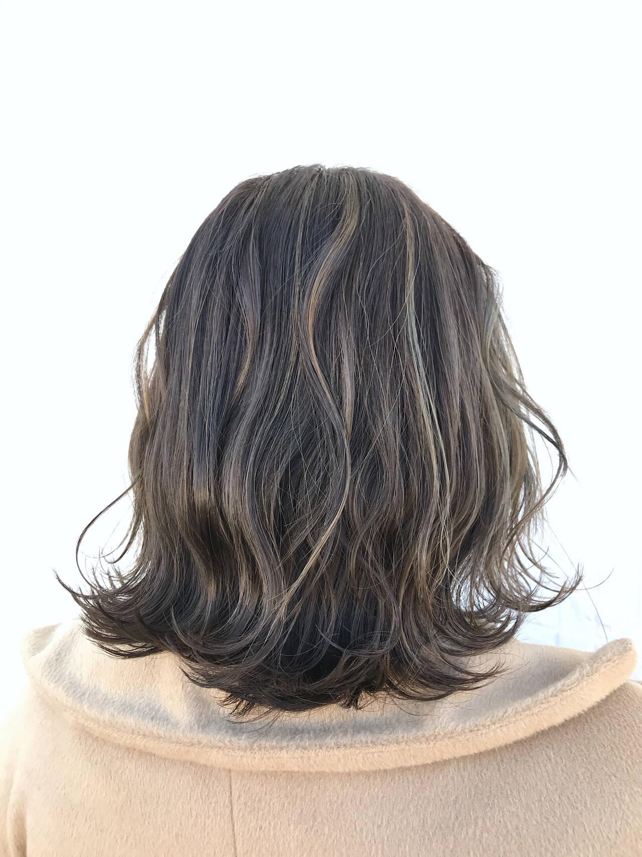 グレージュ ミディアム ブルージュ 外国人風ヘアスタイルや髪型の写真・画像