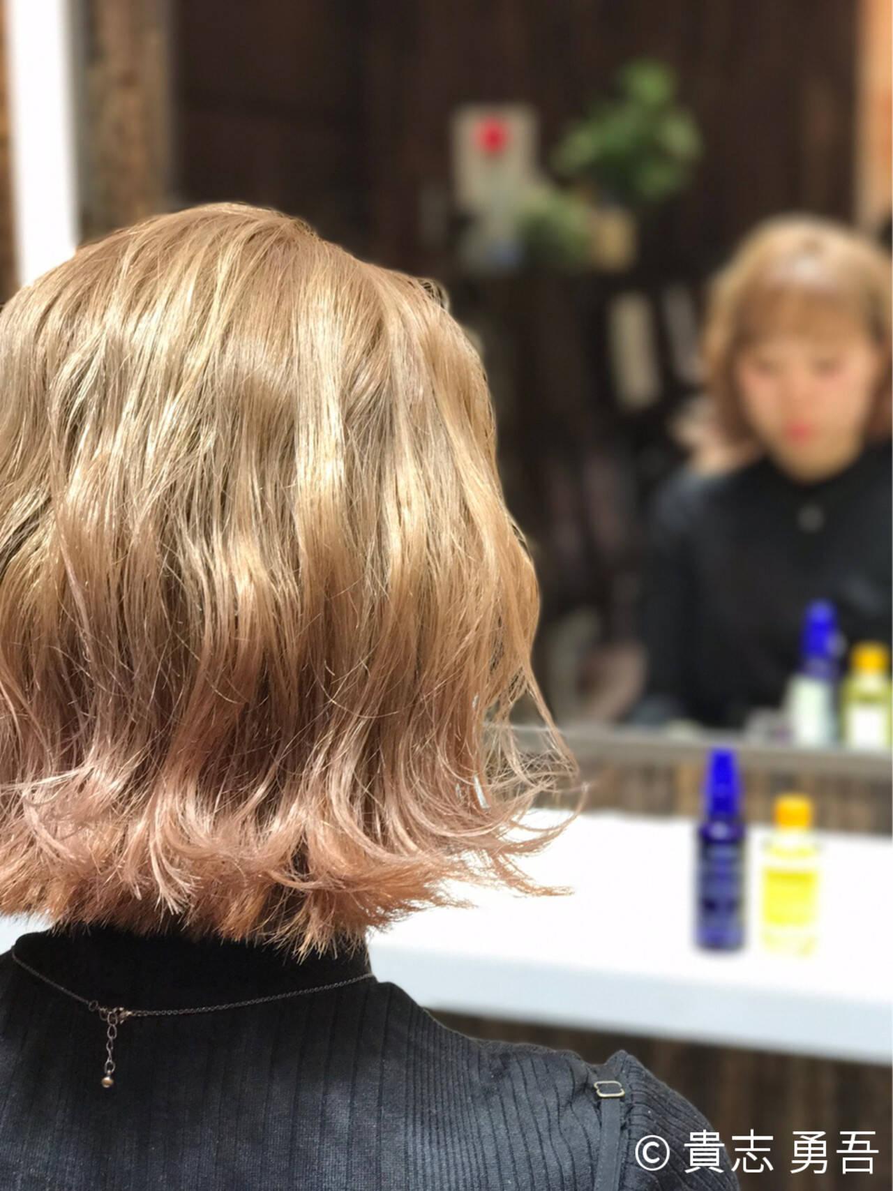 ウェーブ フェミニン 切りっぱなし ピンクヘアスタイルや髪型の写真・画像