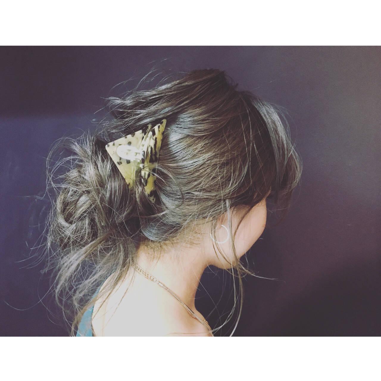 フェミニン 三角クリップ ヘアクリップ 簡単ヘアアレンジヘアスタイルや髪型の写真・画像