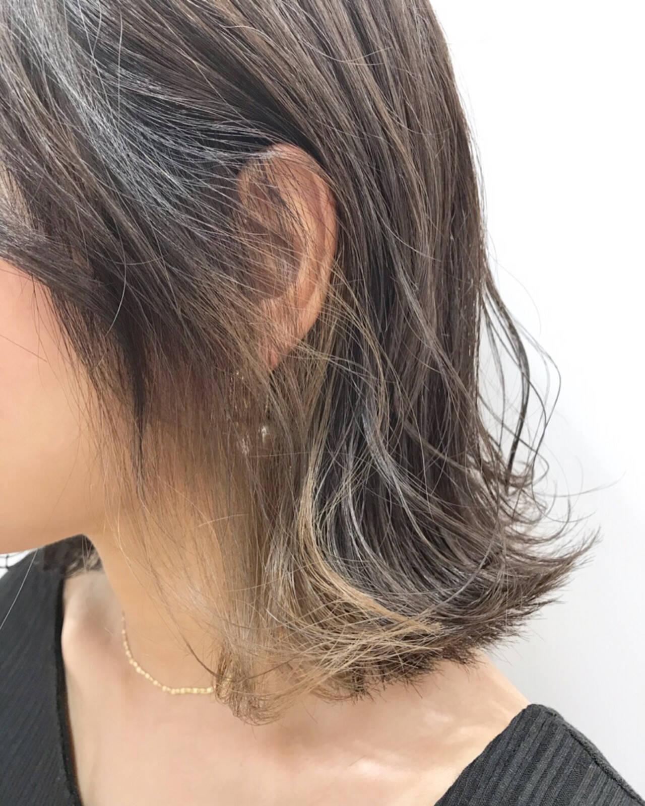 インナーカラー グレージュ 切りっぱなしボブ ボブヘアスタイルや髪型の写真・画像