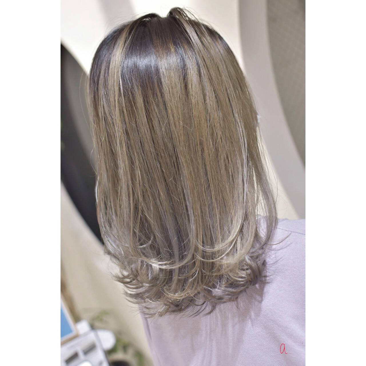 ホワイトベージュ ホワイトブリーチ モード セミロングヘアスタイルや髪型の写真・画像