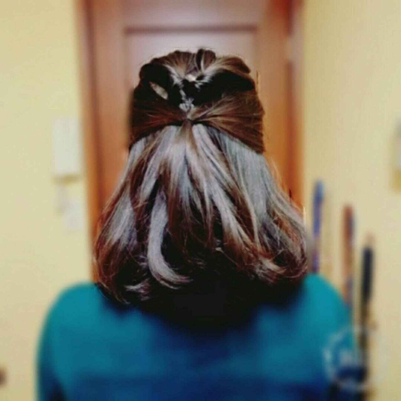 ミディアム ショート くるりんぱ フェミニンヘアスタイルや髪型の写真・画像