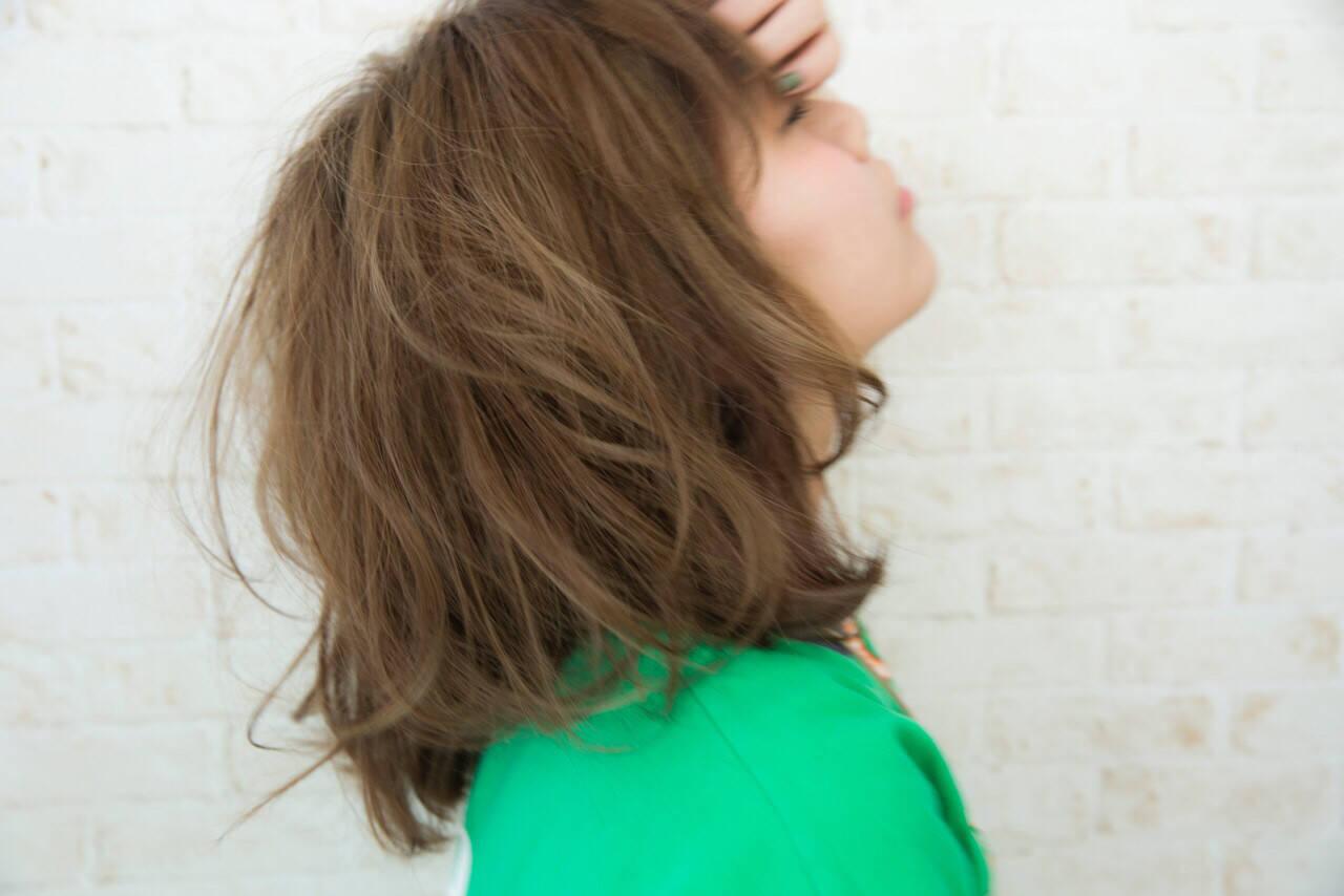 グラデーションカラー ハイトーン ミディアム アッシュヘアスタイルや髪型の写真・画像