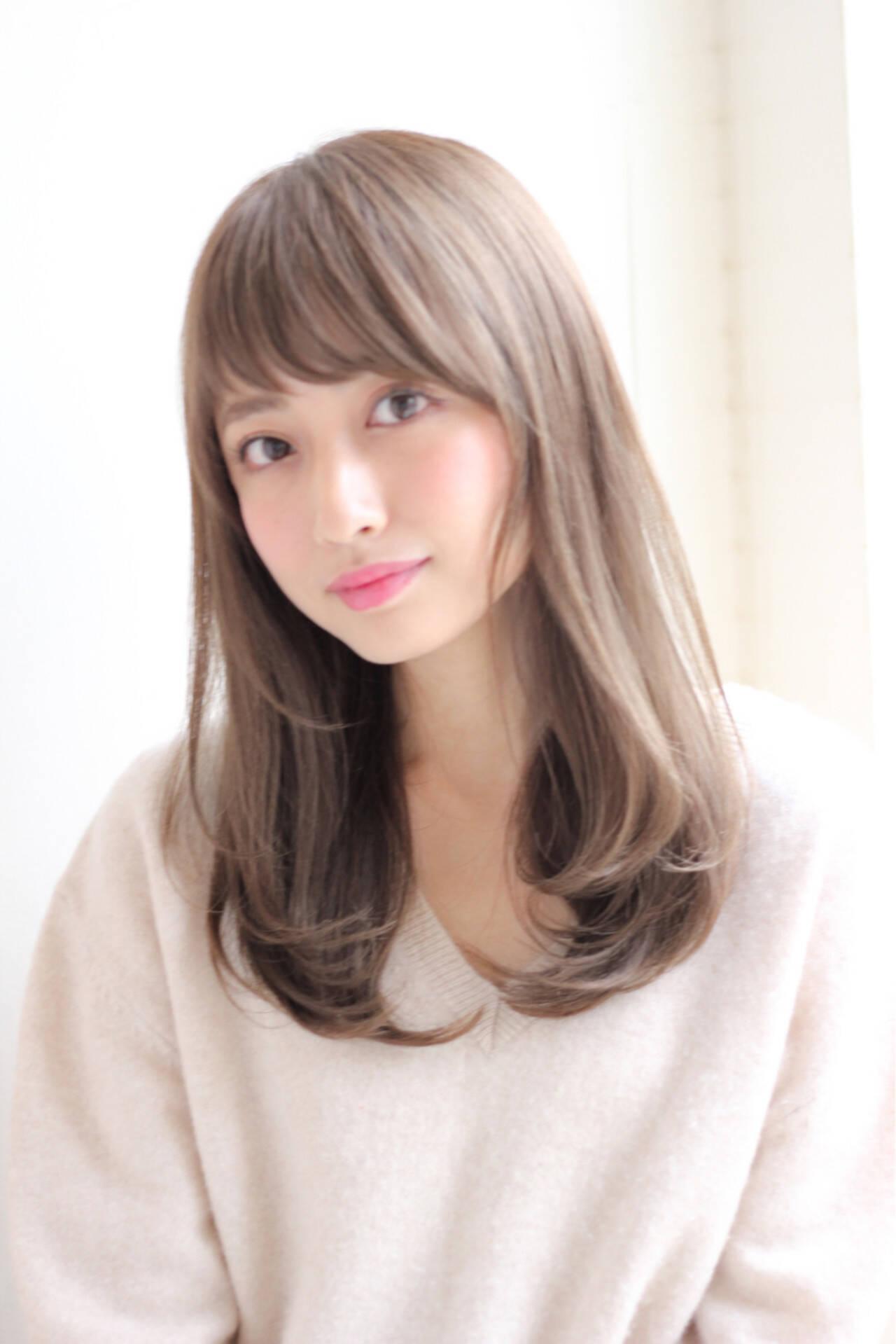 前髪あり セミロング 冬 グレージュヘアスタイルや髪型の写真・画像