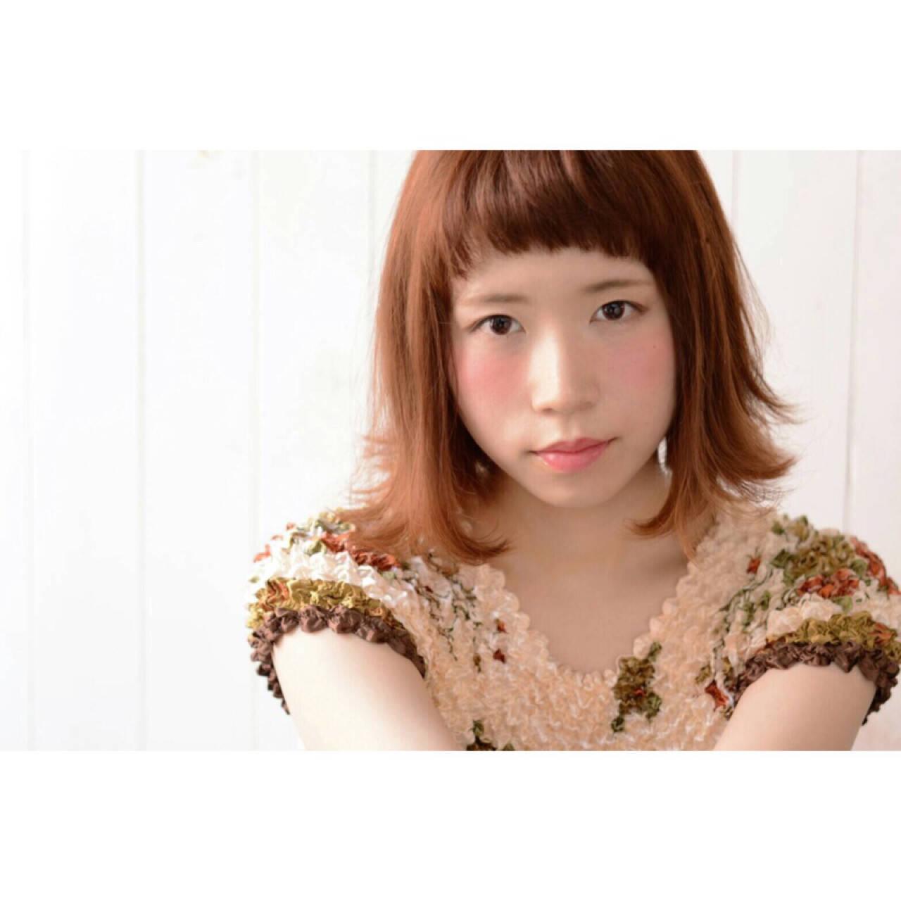 ワイドバング アプリコットオレンジ ショートバング ガーリーヘアスタイルや髪型の写真・画像