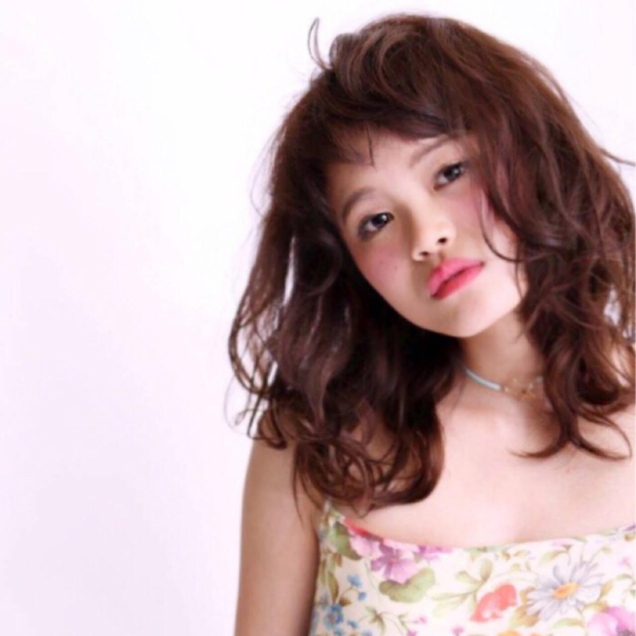 アッシュ ミディアム フェミニン 外国人風ヘアスタイルや髪型の写真・画像