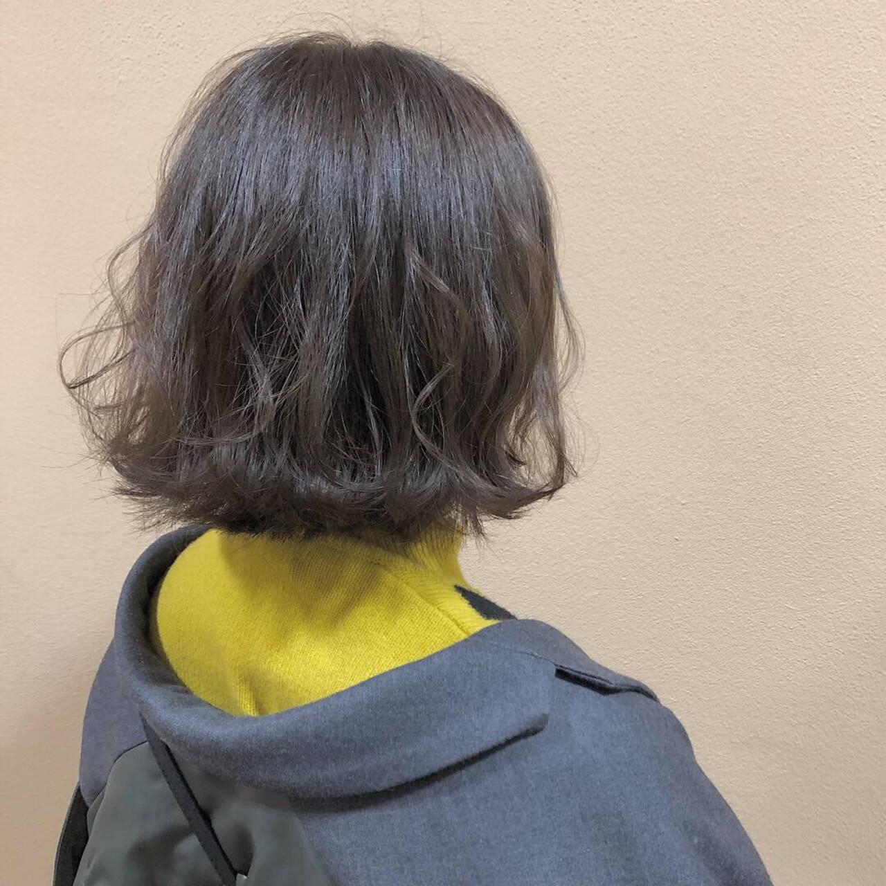 ガーリー 外ハネ ボブ グレージュヘアスタイルや髪型の写真・画像