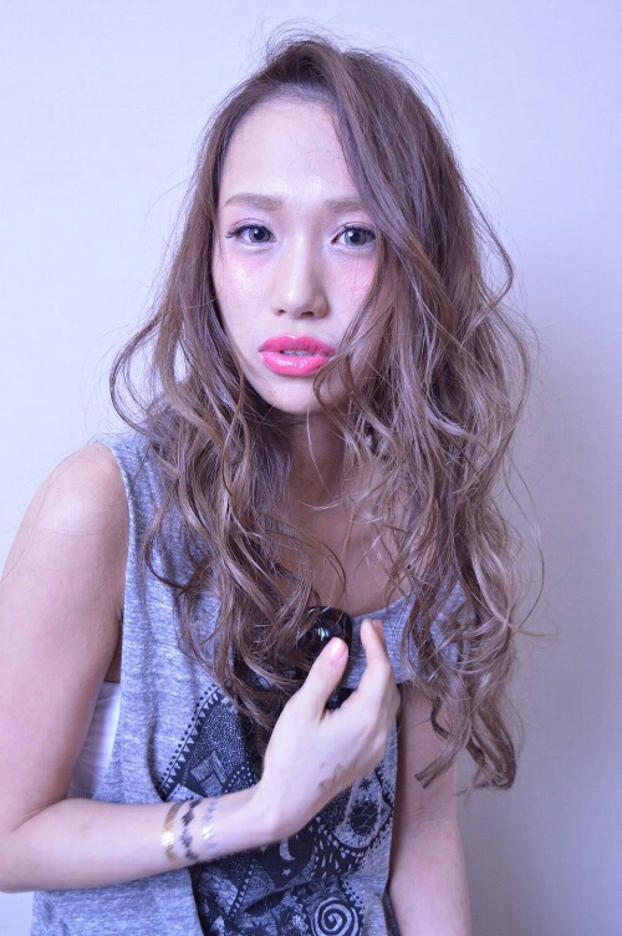 外国人風 グラデーションカラー ラベンダー アッシュヘアスタイルや髪型の写真・画像
