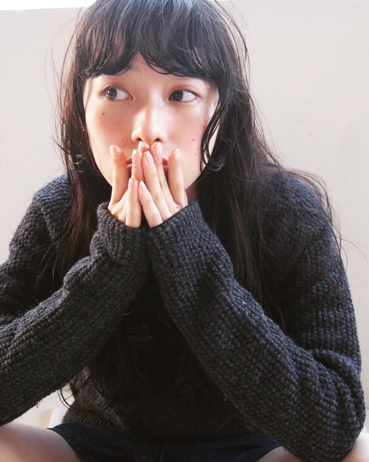 黒髪 ゆるふわ パーマ 暗髪ヘアスタイルや髪型の写真・画像