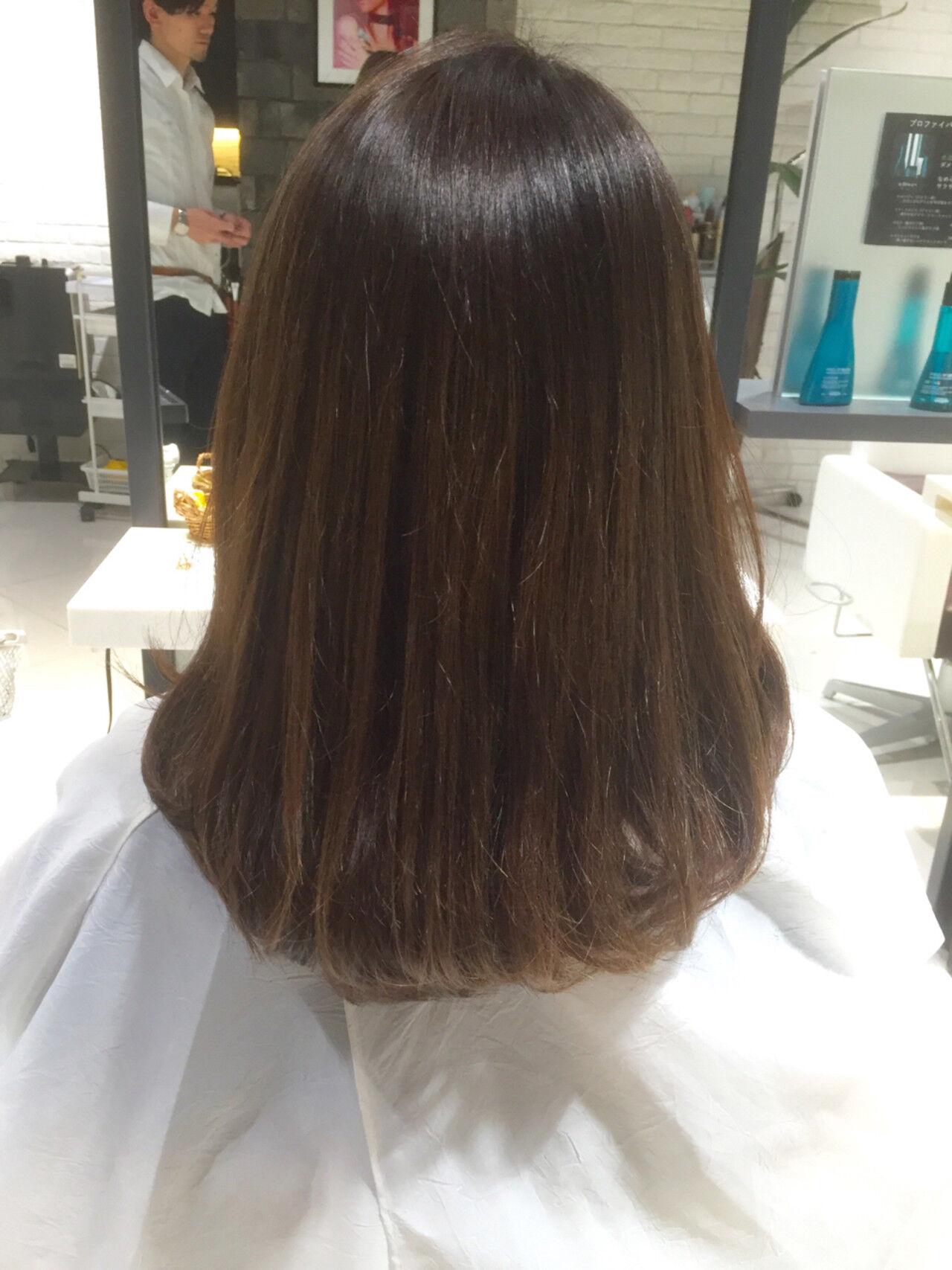 セミロング グレージュ グラデーションカラー アッシュヘアスタイルや髪型の写真・画像