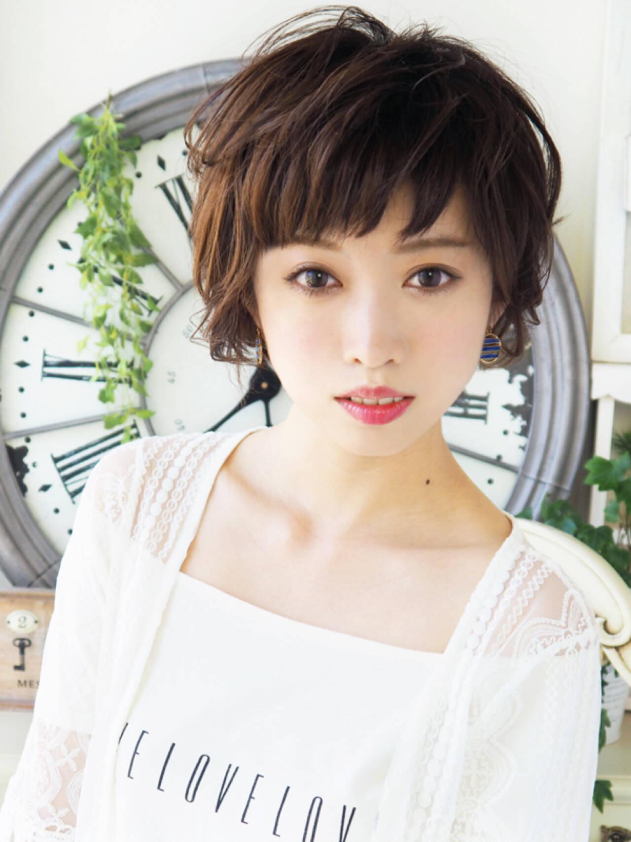 パーマ ショートバング アッシュ エレガントヘアスタイルや髪型の写真・画像