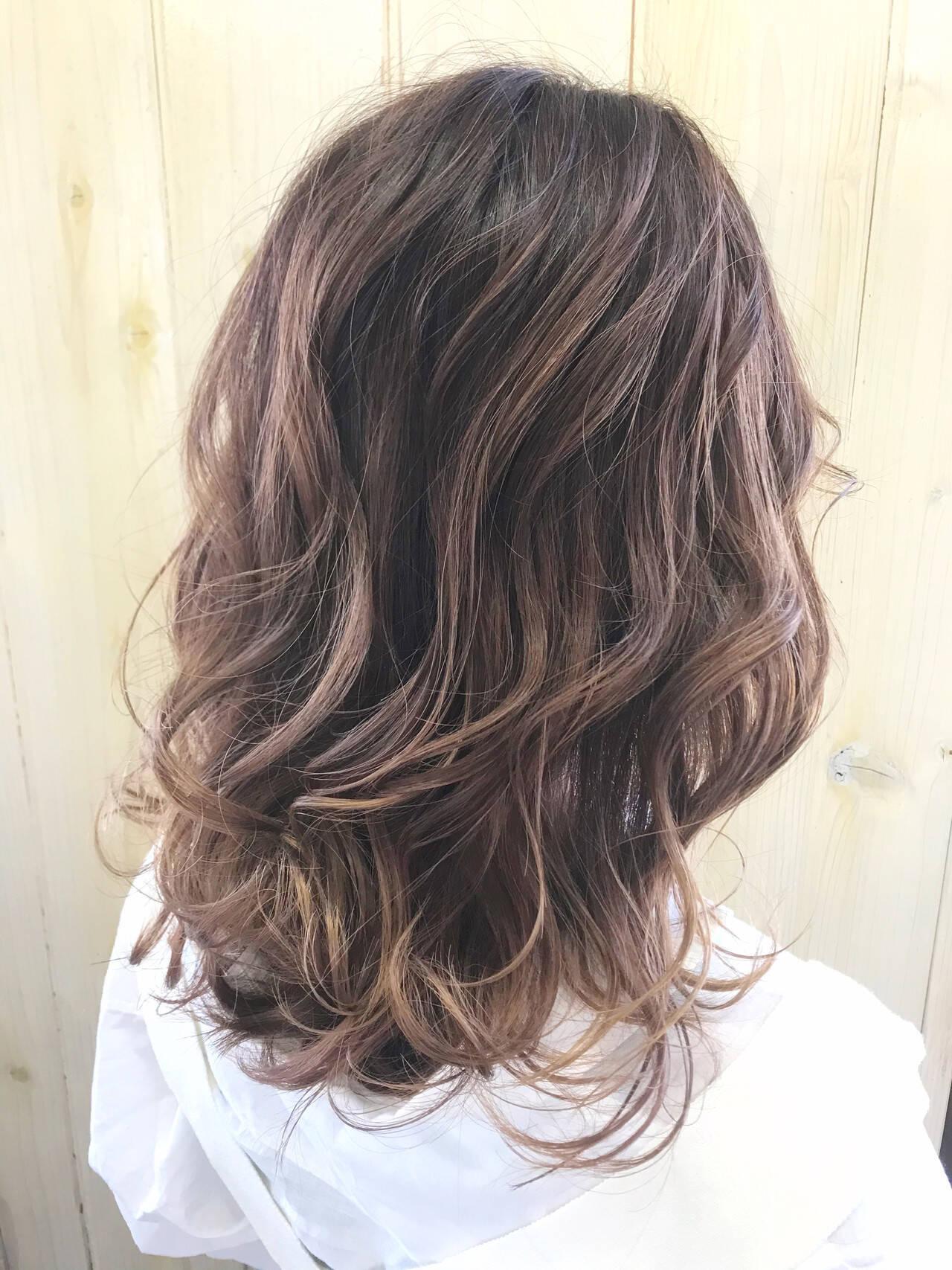 フェミニン ヌーディベージュ ナチュラルベージュ ヌーディーベージュヘアスタイルや髪型の写真・画像