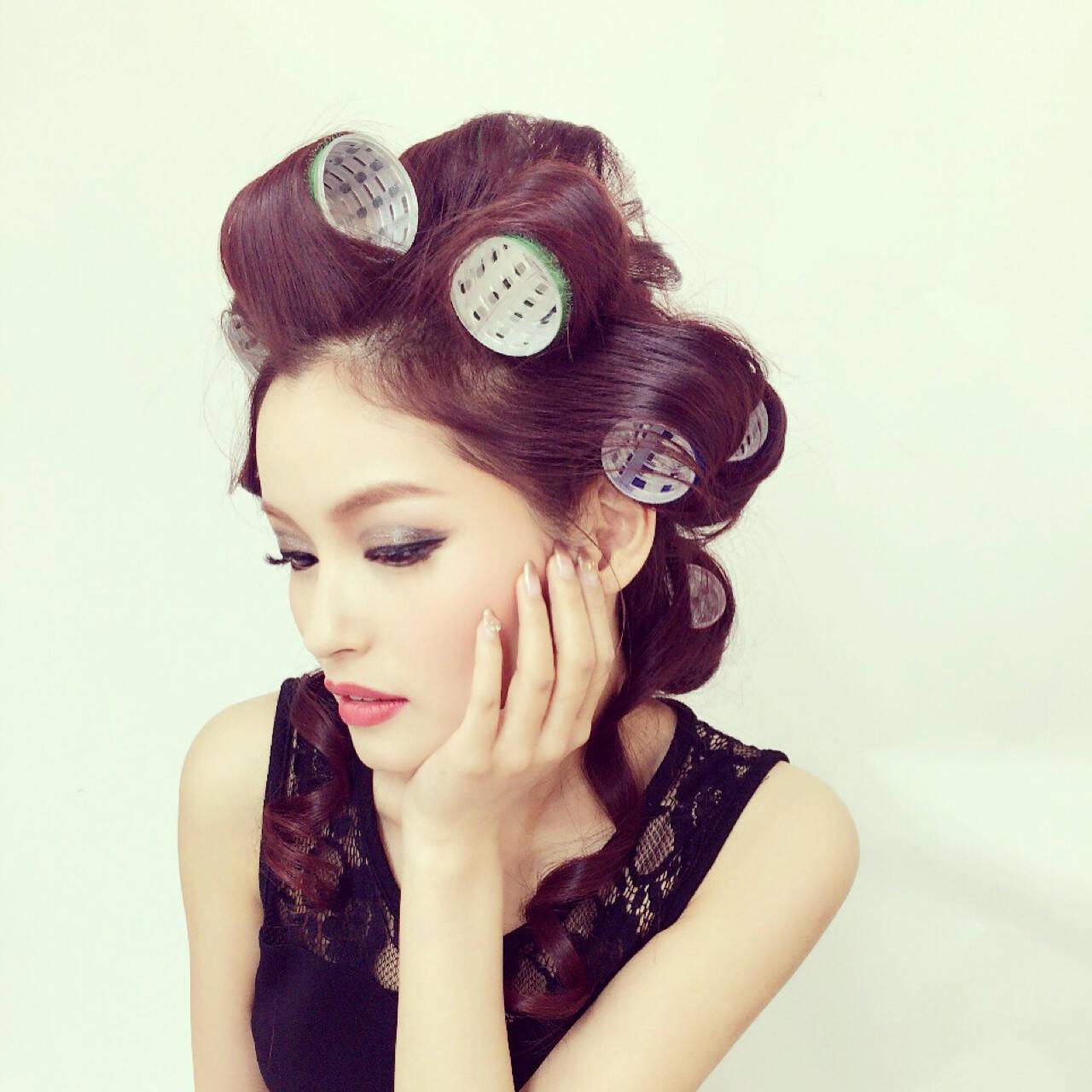 モード レッド おフェロ ヘアカーラーヘアスタイルや髪型の写真・画像