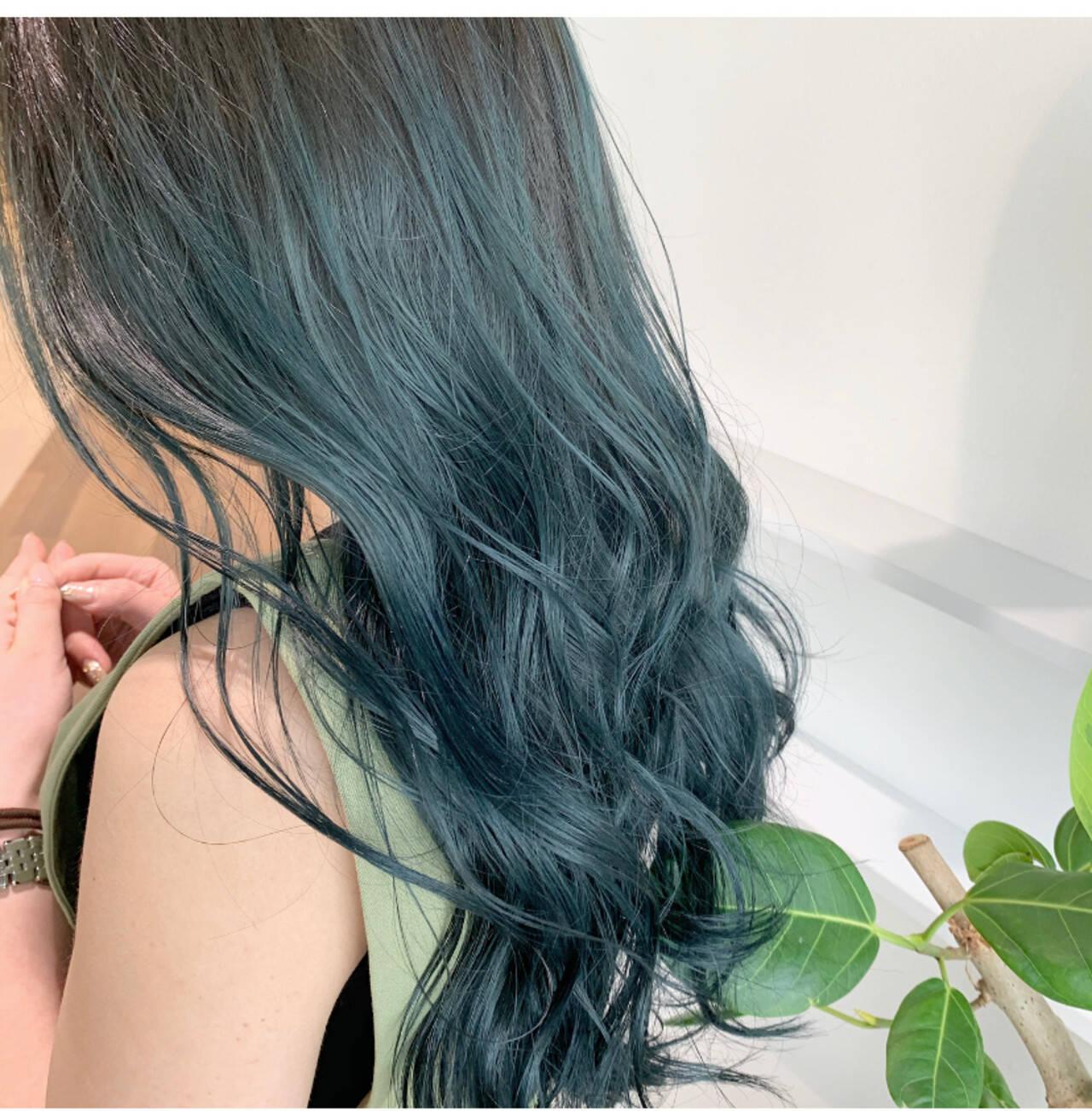 グリーン インナーグリーン ロング エメラルドグリーンカラーヘアスタイルや髪型の写真・画像