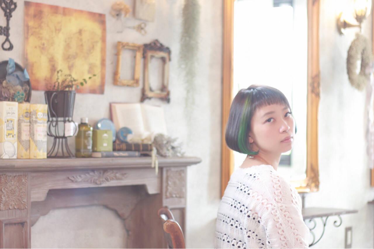 グリーン 前髪あり アッシュ イルミナカラーヘアスタイルや髪型の写真・画像