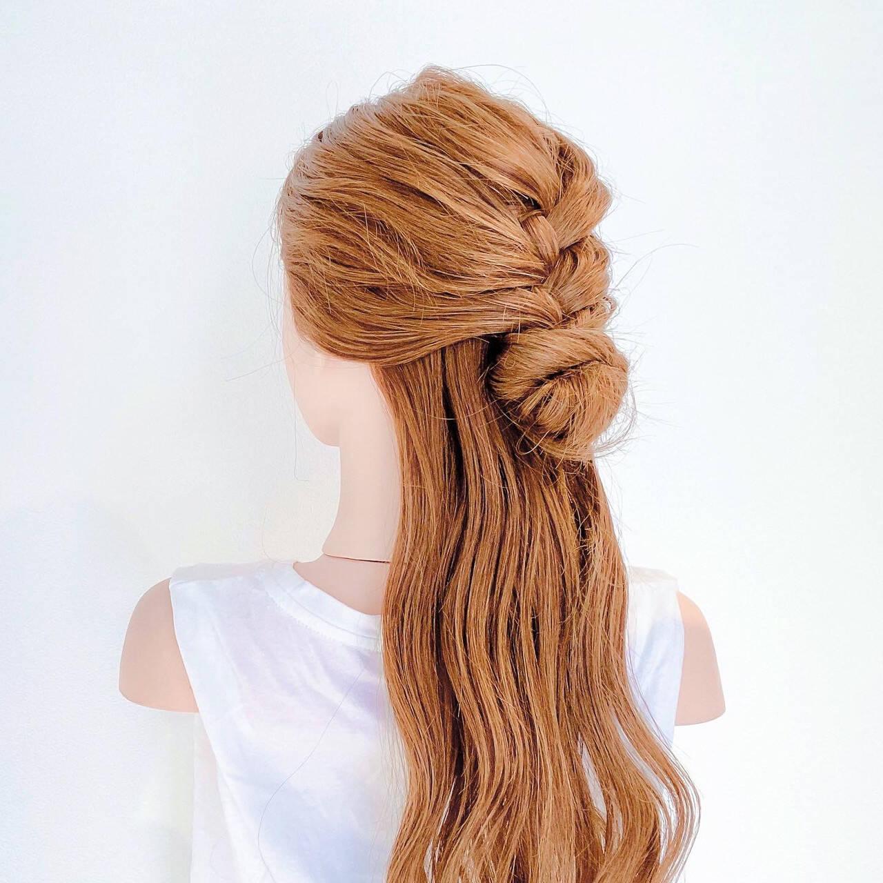 編み込み ロング ヘアセット フェミニンヘアスタイルや髪型の写真・画像