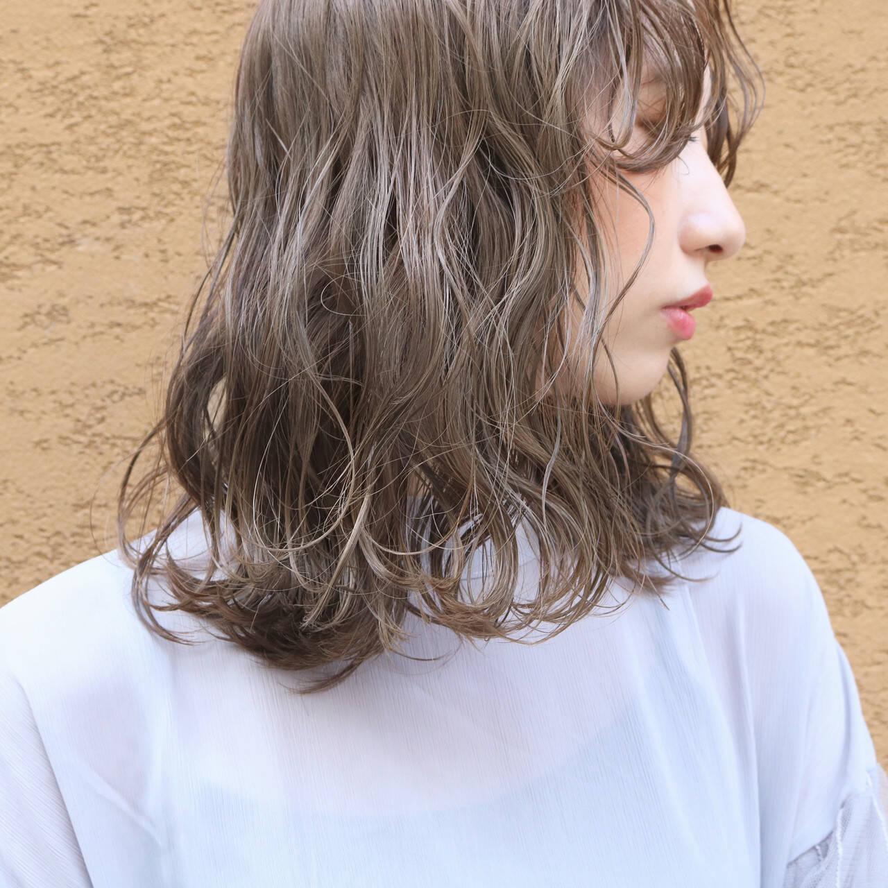 大人かわいい パーマ ミディアム 外国人風カラーヘアスタイルや髪型の写真・画像