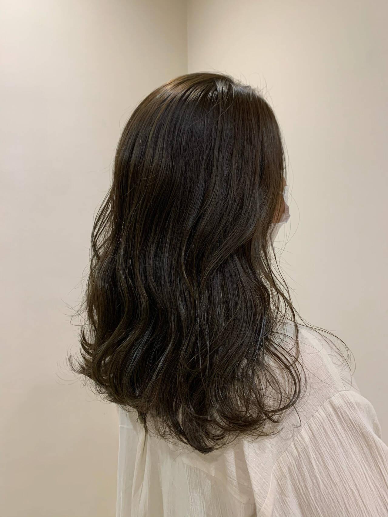 ウェーブヘア ウェーブ セミロング エレガントヘアスタイルや髪型の写真・画像