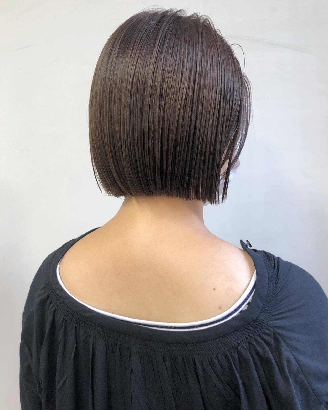ボブ 切りっぱなしボブ ナチュラルベージュ 透明感カラーヘアスタイルや髪型の写真・画像
