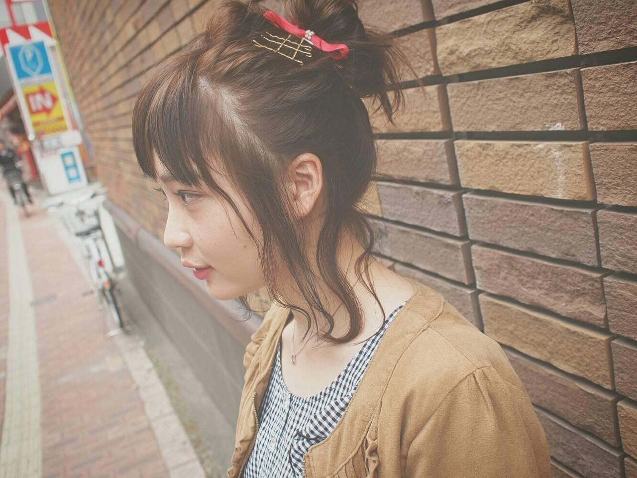 ショート お団子 簡単ヘアアレンジ フェミニンヘアスタイルや髪型の写真・画像