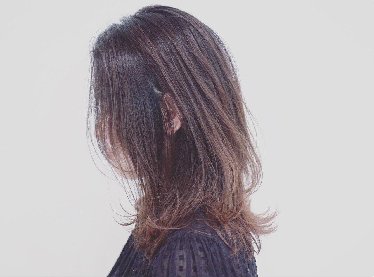外国人風カラー セミロング 巻き髪 グラデーションカラーヘアスタイルや髪型の写真・画像