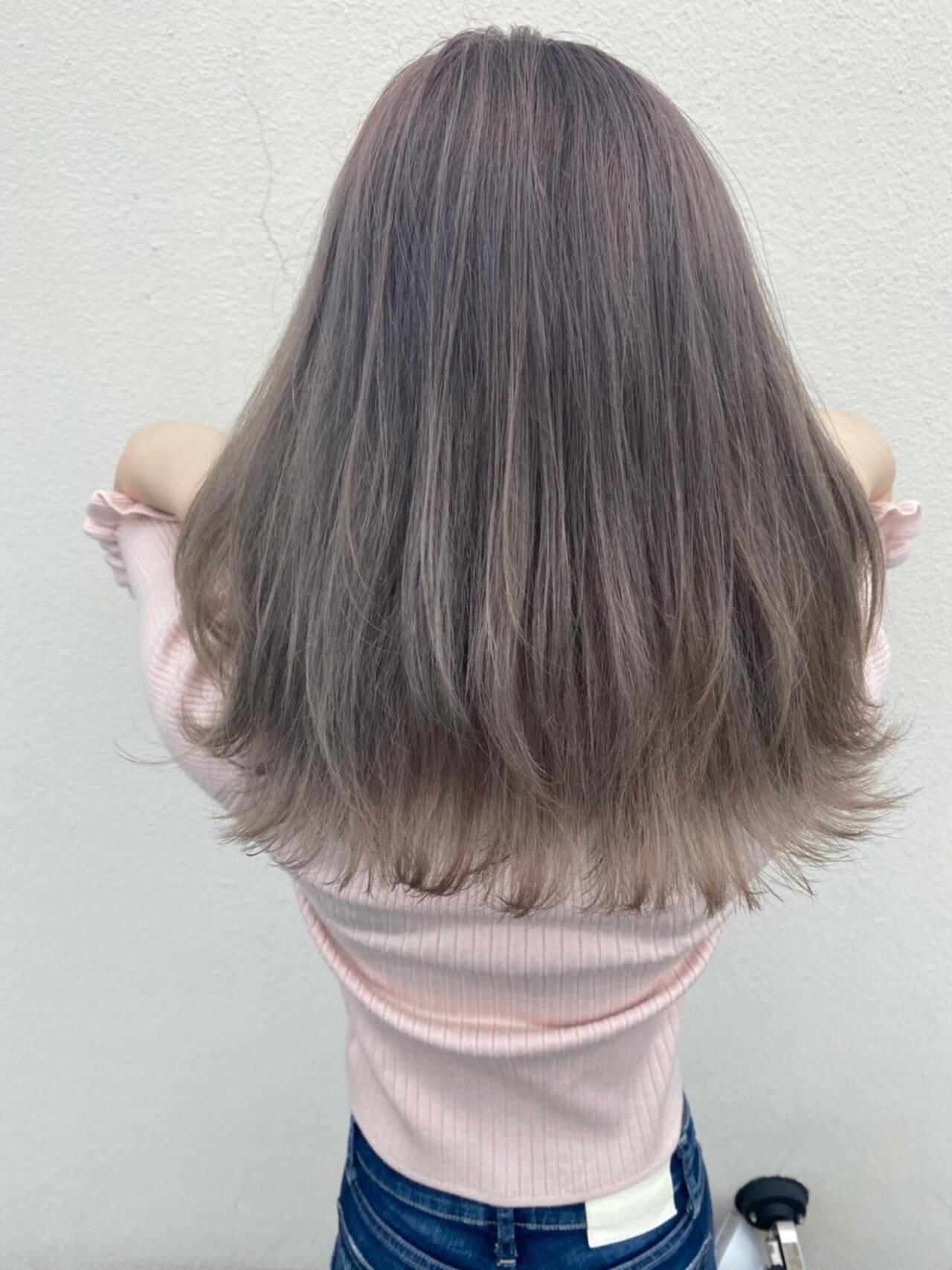 ミルクティー セミロング 鎖骨ミディアム ミルクティーベージュヘアスタイルや髪型の写真・画像