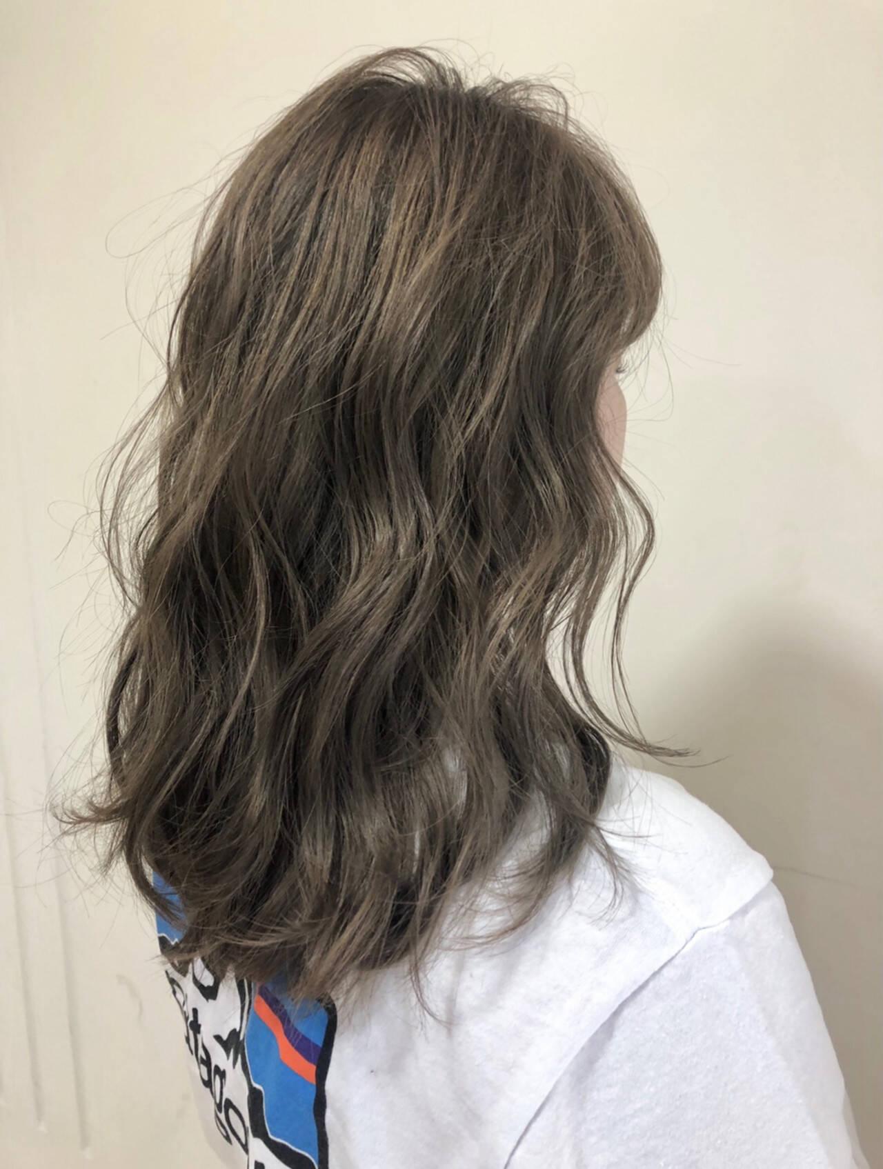 ストリート セミロング オリーブカラーヘアスタイルや髪型の写真・画像