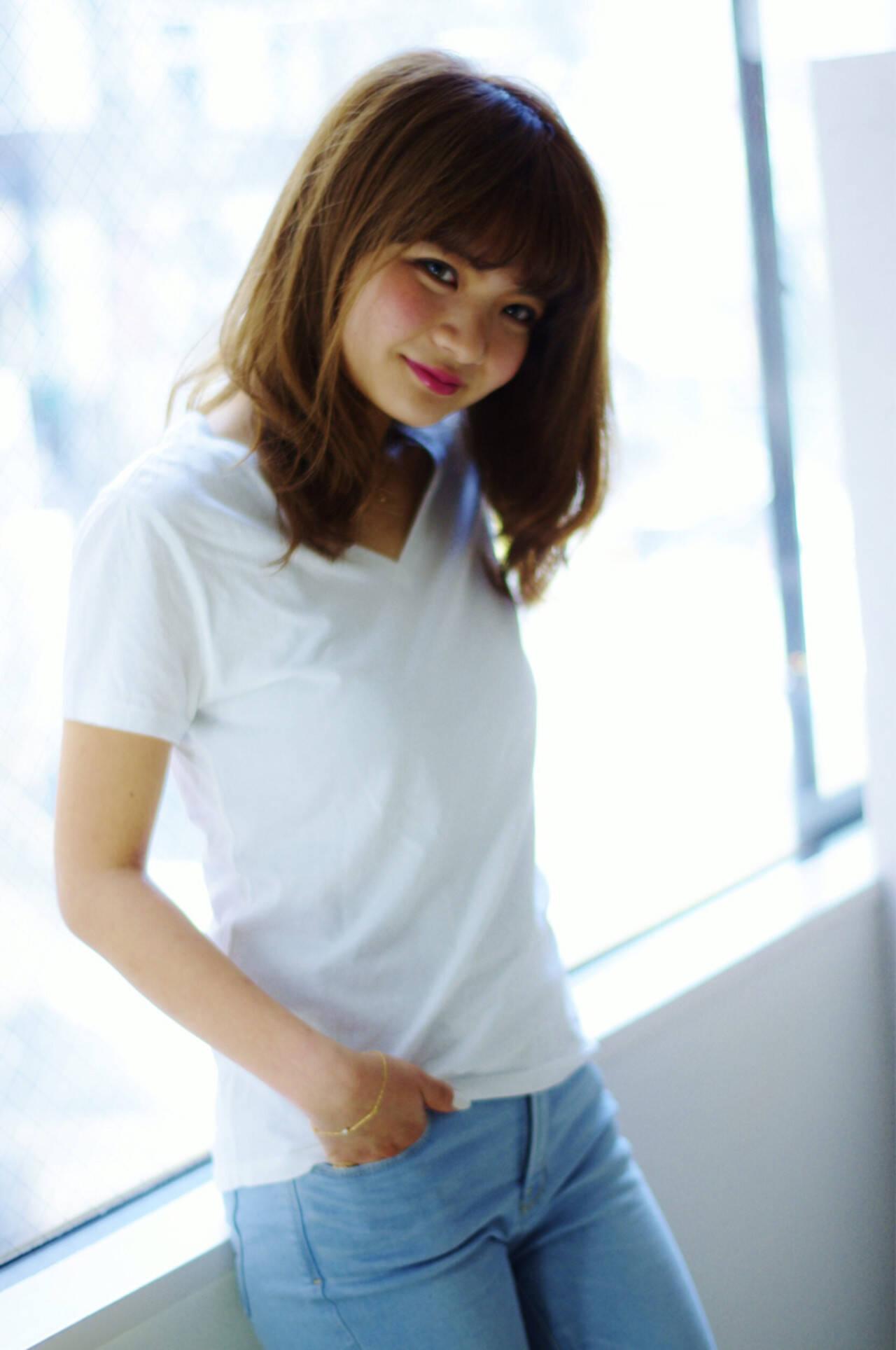 アッシュ 大人かわいい 外国人風 セミロングヘアスタイルや髪型の写真・画像