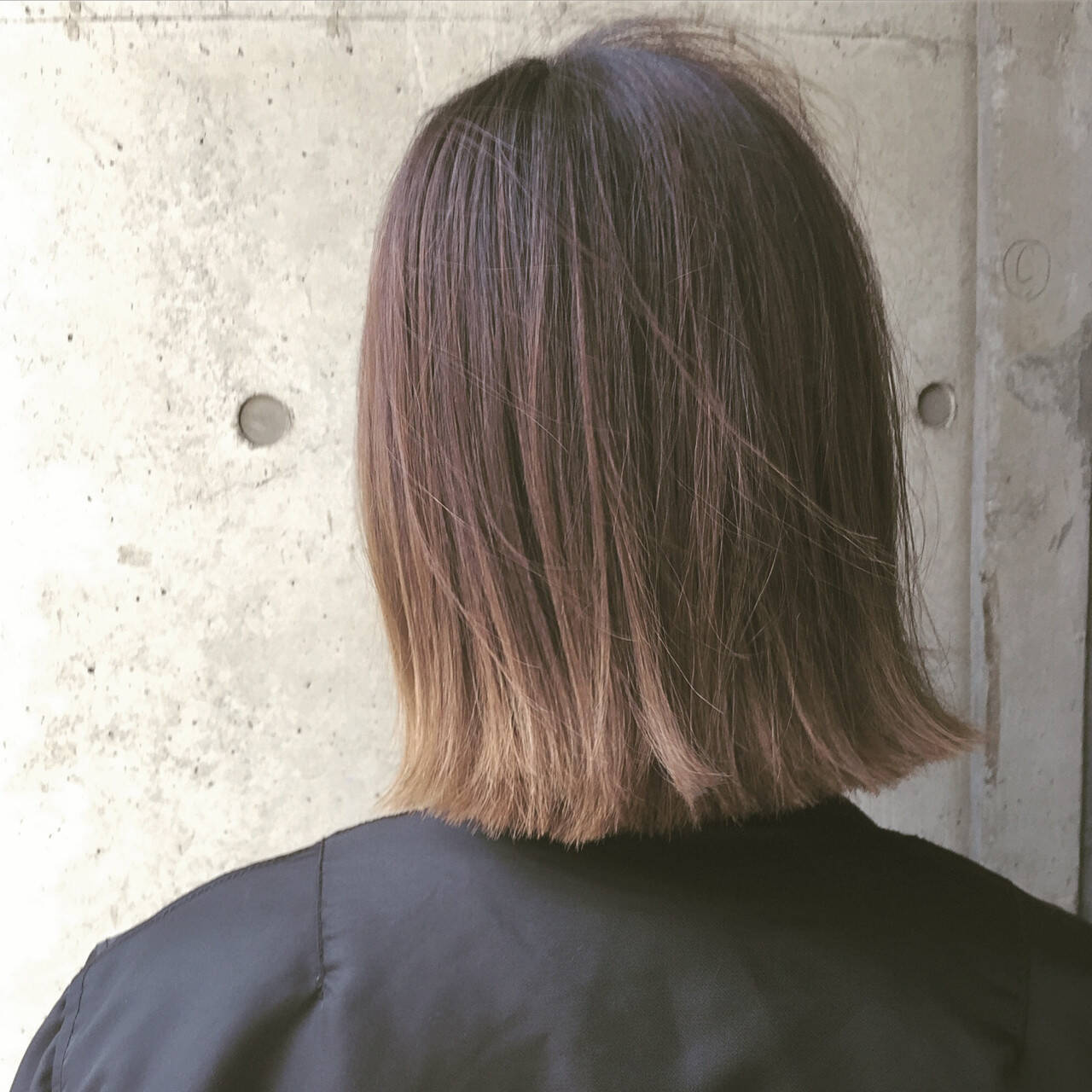 ナチュラル グラデーションカラー アッシュ 外ハネヘアスタイルや髪型の写真・画像