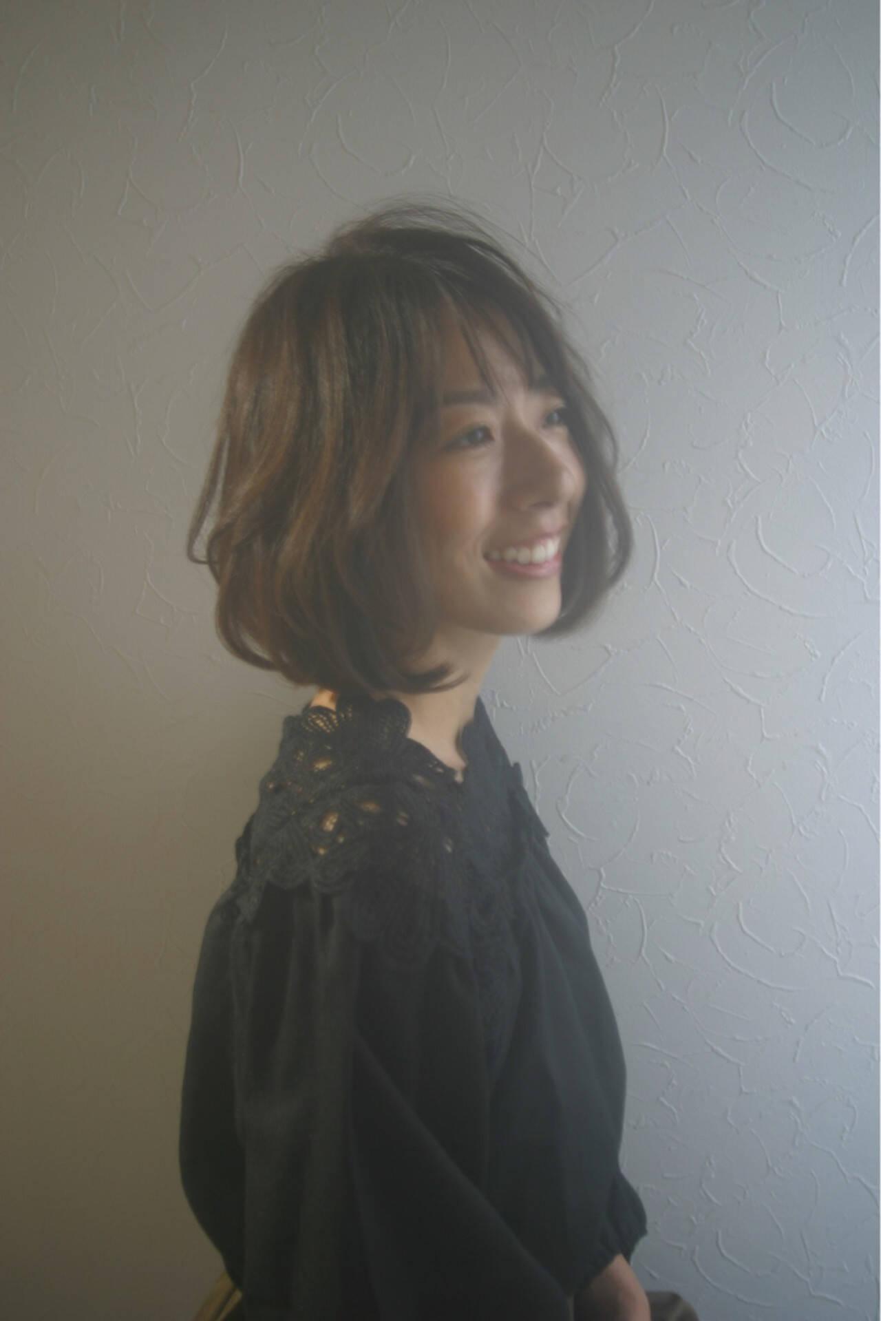レイヤーカット ショートボブ ナチュラル ハイライトヘアスタイルや髪型の写真・画像