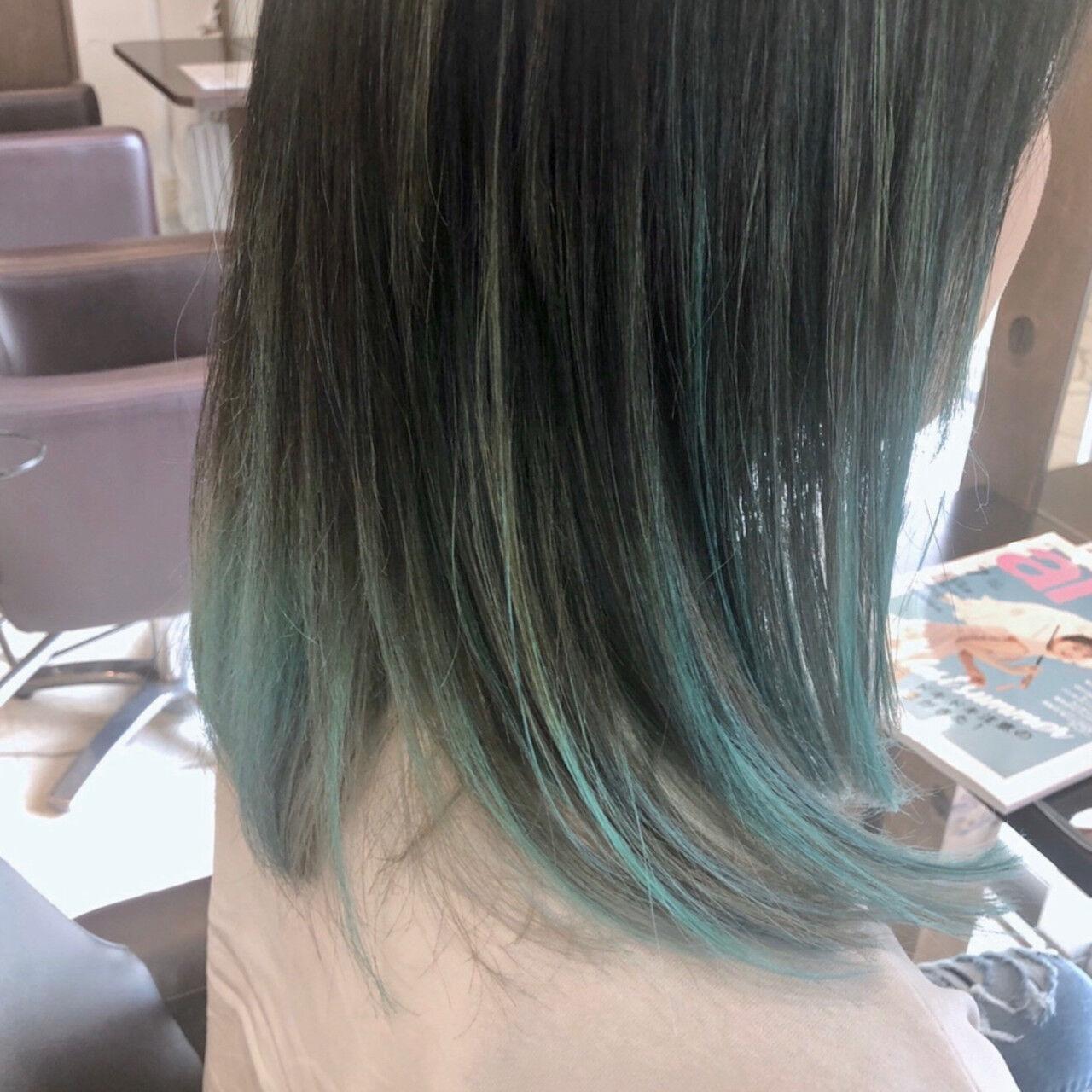 ブリーチカラー インナーカラー グラデーションカラー セミロングヘアスタイルや髪型の写真・画像