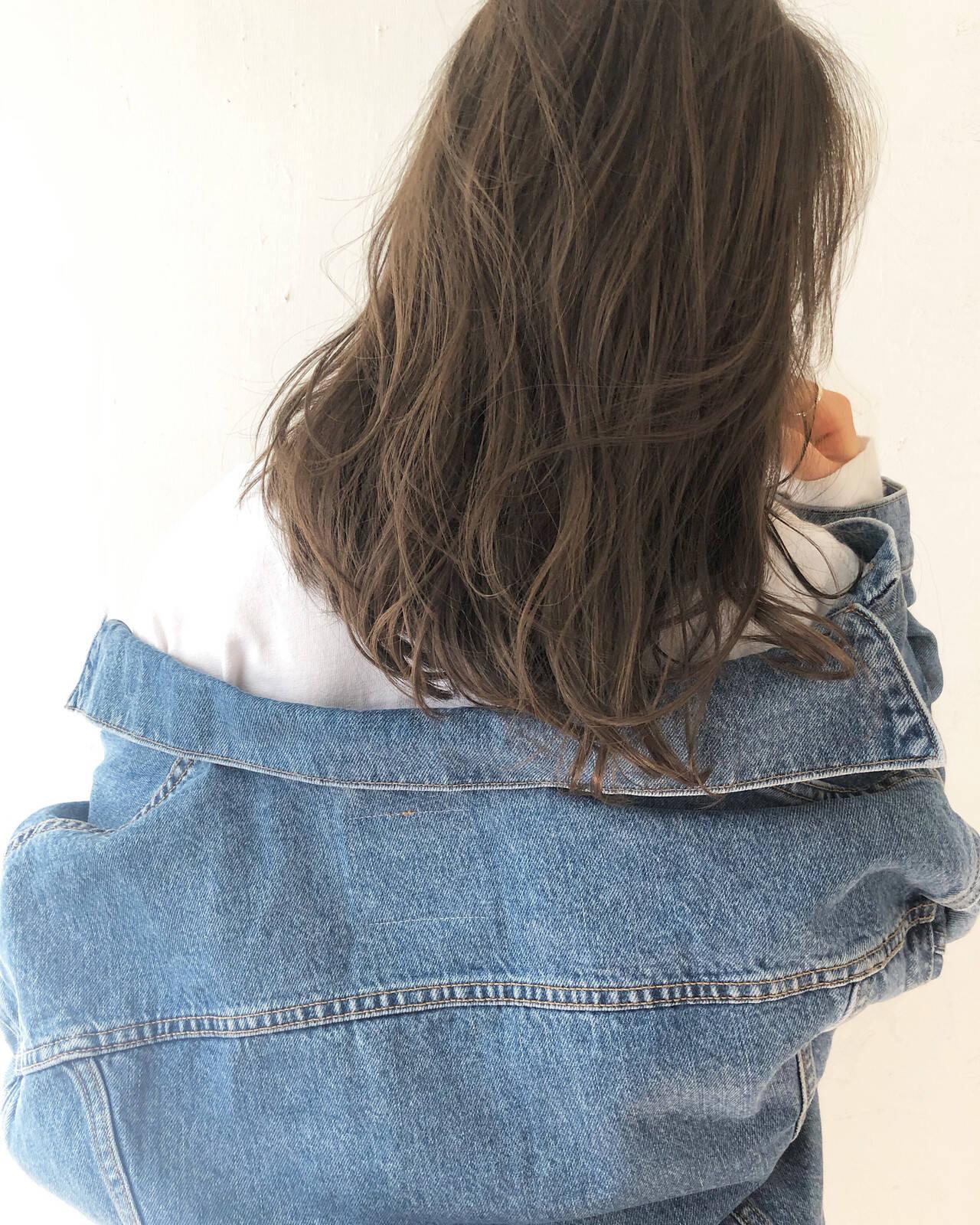 ベージュ ブラウン ヘルシー アンニュイヘアスタイルや髪型の写真・画像