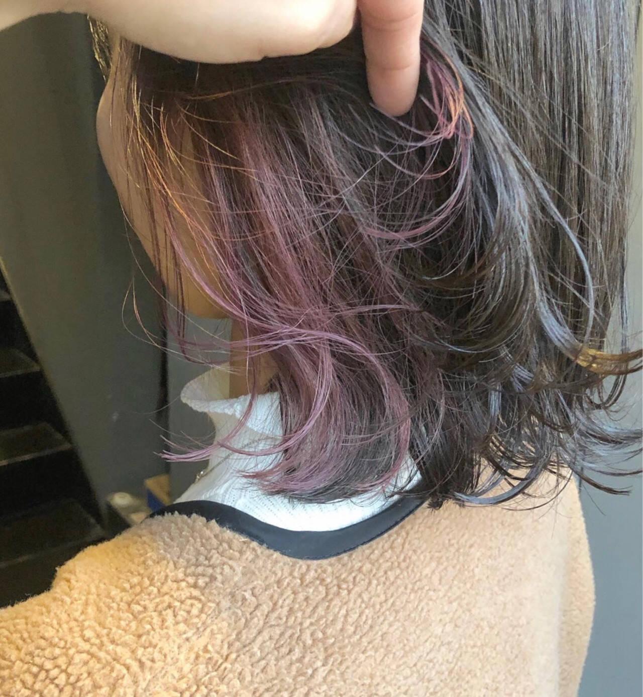 ミディアム ピンクバイオレット インナーピンク インナーカラーヘアスタイルや髪型の写真・画像
