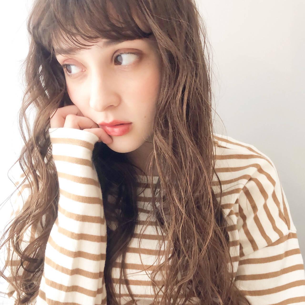 ゆるふわパーマ 前髪パーマ 無造作パーマ グレージュヘアスタイルや髪型の写真・画像