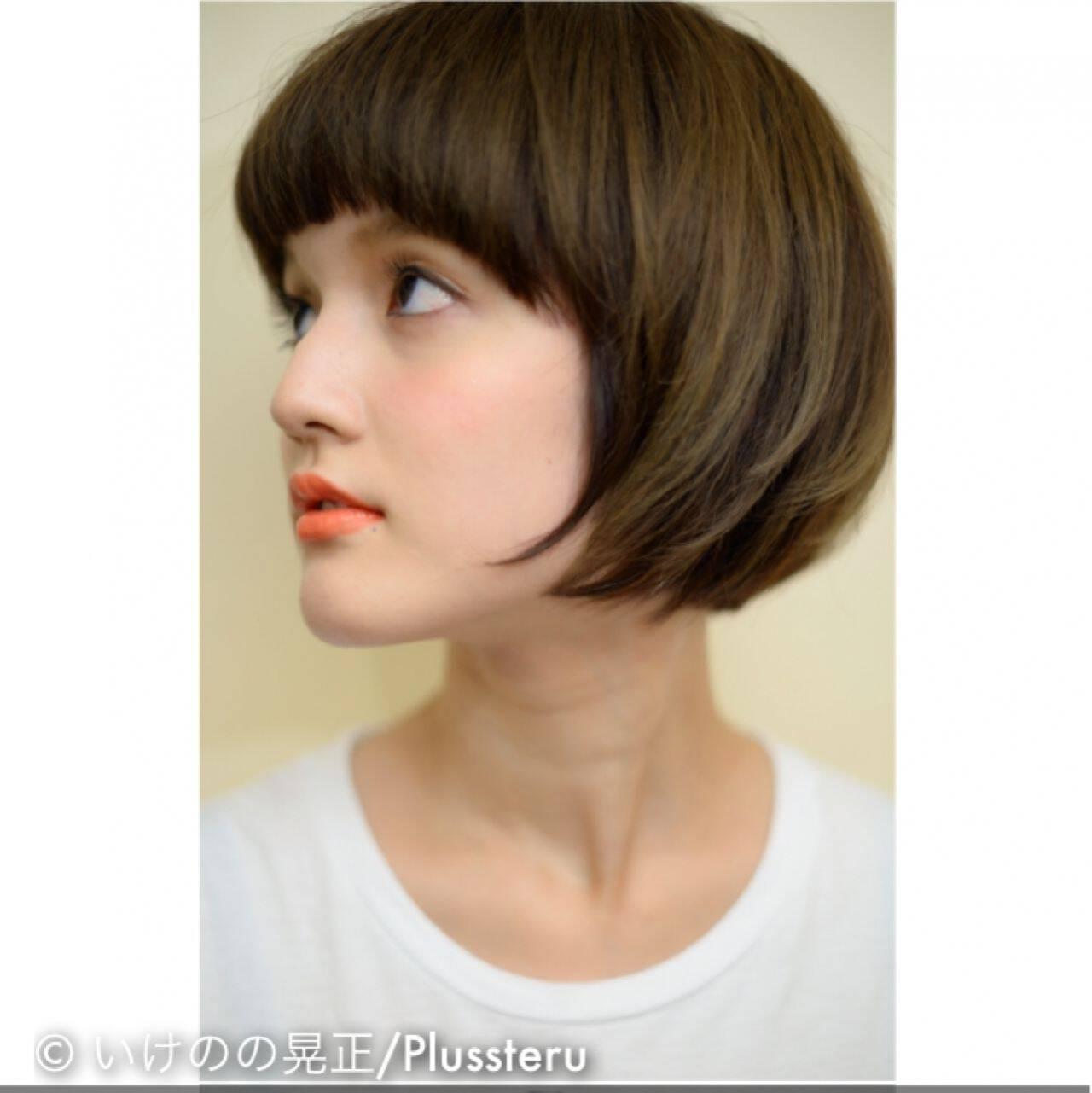 アッシュ ナチュラル マット ストレートヘアスタイルや髪型の写真・画像