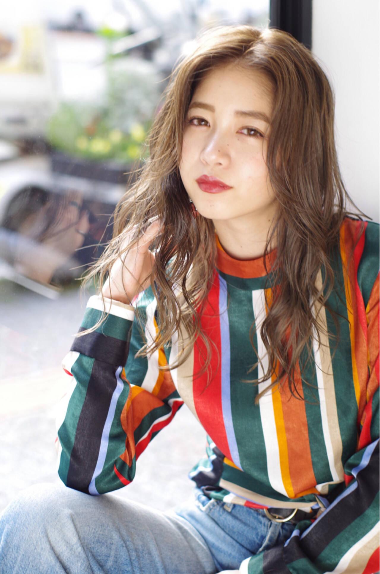 波ウェーブ 外国人風 アンニュイ ウェーブヘアスタイルや髪型の写真・画像