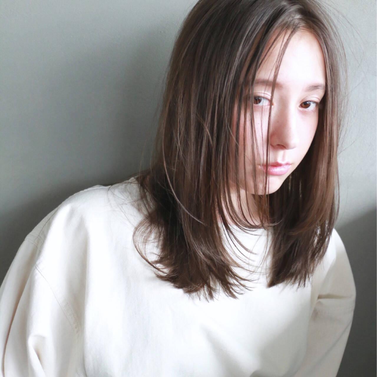 ストレート フレンチセピアアッシュ ミディアム ナチュラルヘアスタイルや髪型の写真・画像