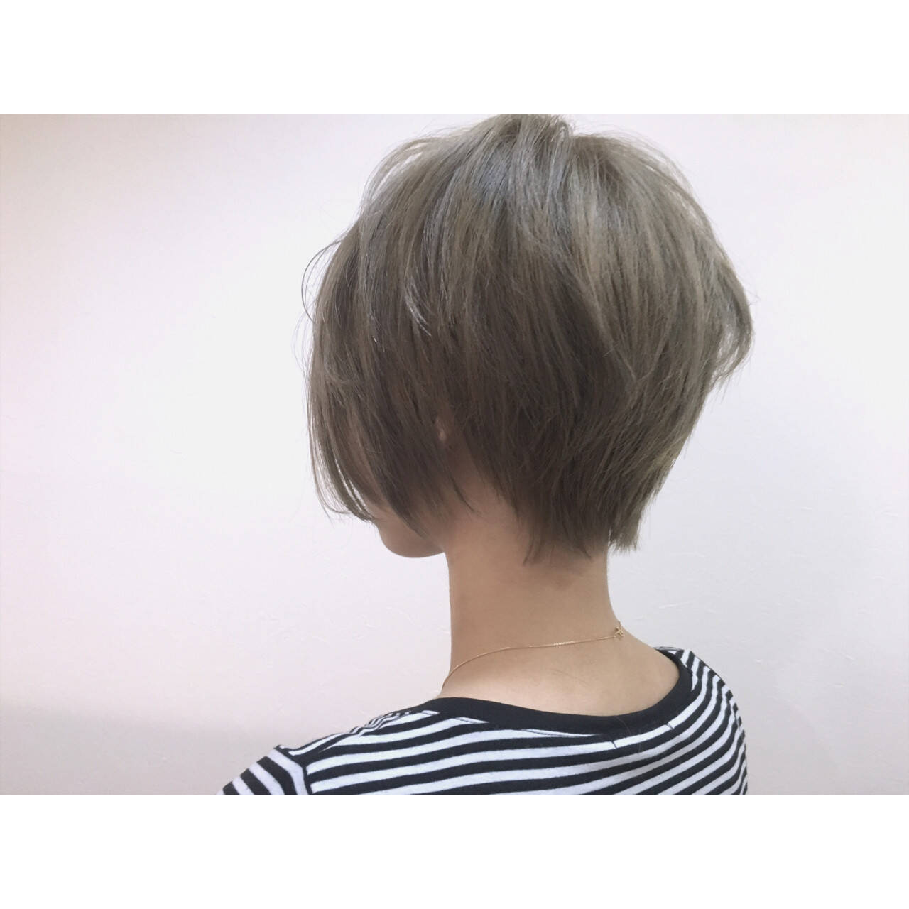 外国人風 ストリート かき上げ前髪 ショートヘアスタイルや髪型の写真・画像