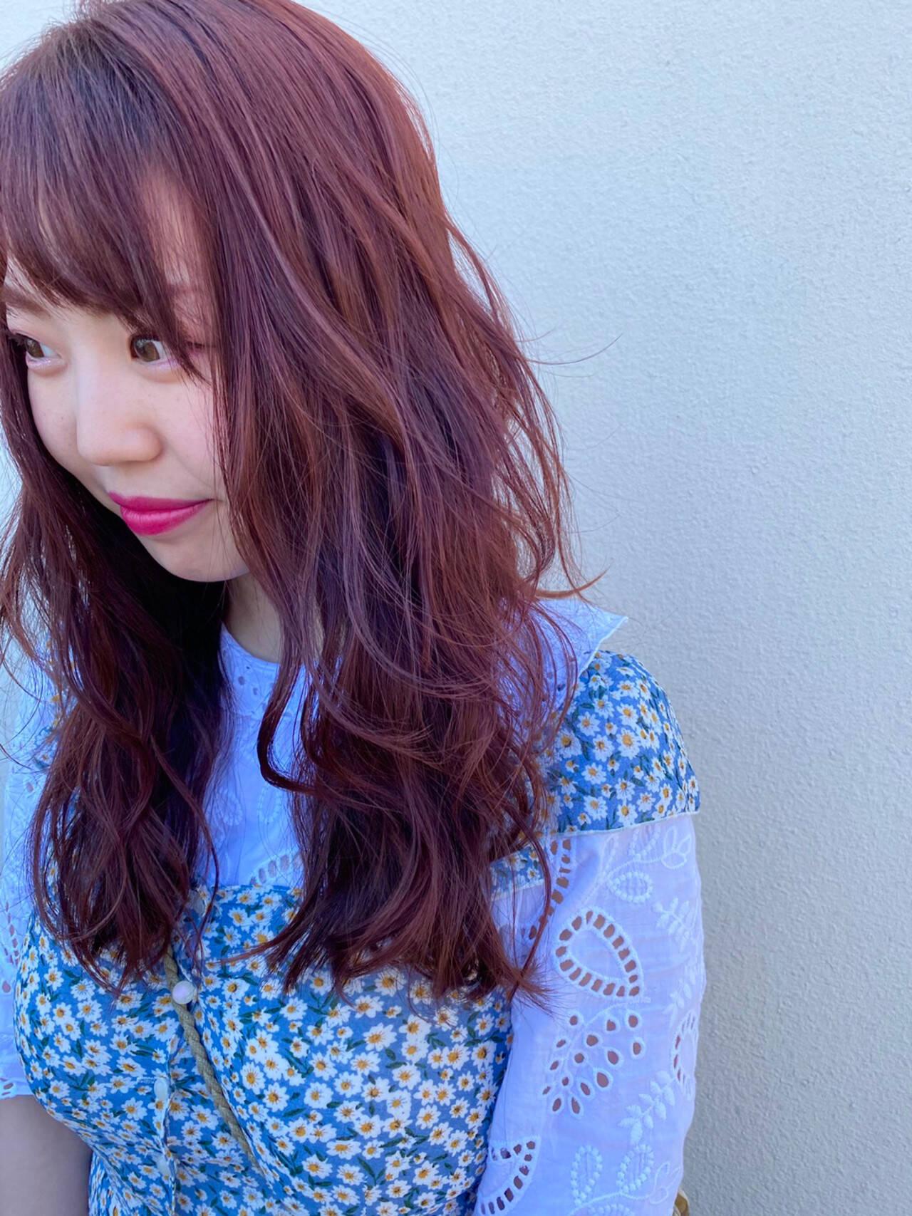 巻き髪 ピンクアッシュ ロング ピンクバイオレットヘアスタイルや髪型の写真・画像