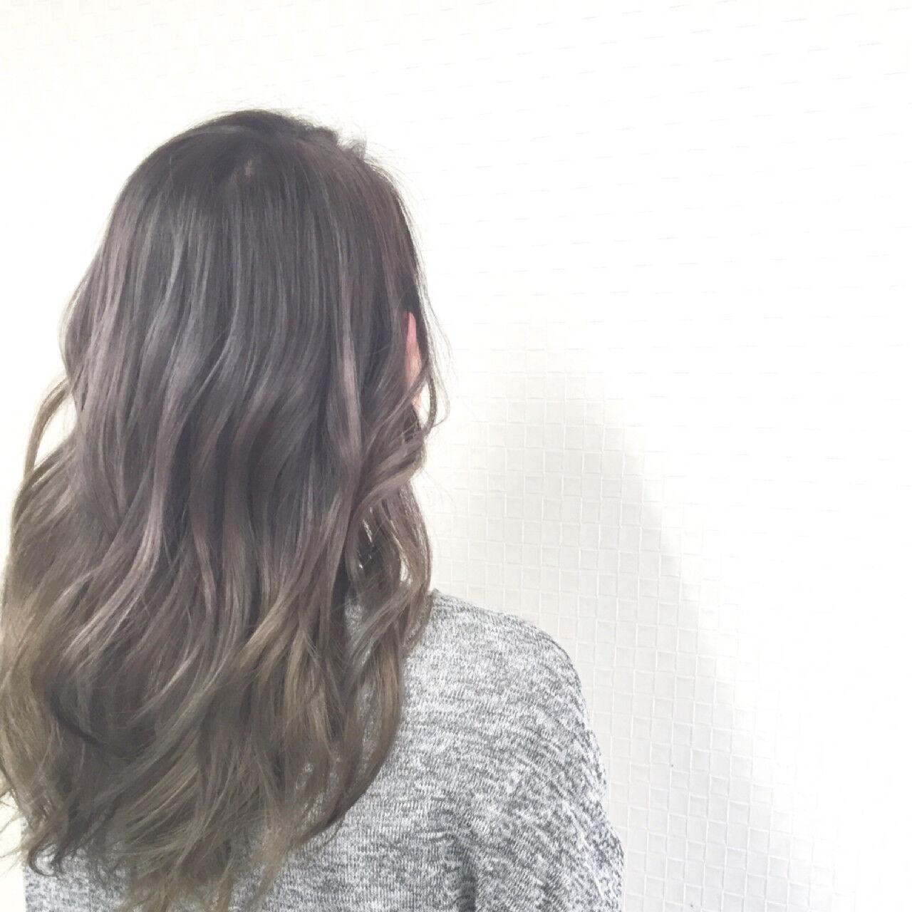 セミロング グラデーションカラー アッシュ ナチュラルヘアスタイルや髪型の写真・画像