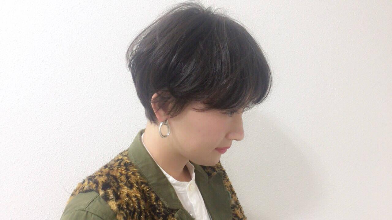 アウトドア 抜け感 黒髪 ショートヘアスタイルや髪型の写真・画像