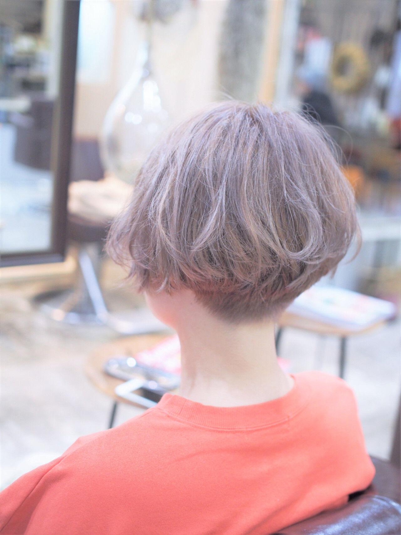アッシュ ダブルカラー ショート モードヘアスタイルや髪型の写真・画像