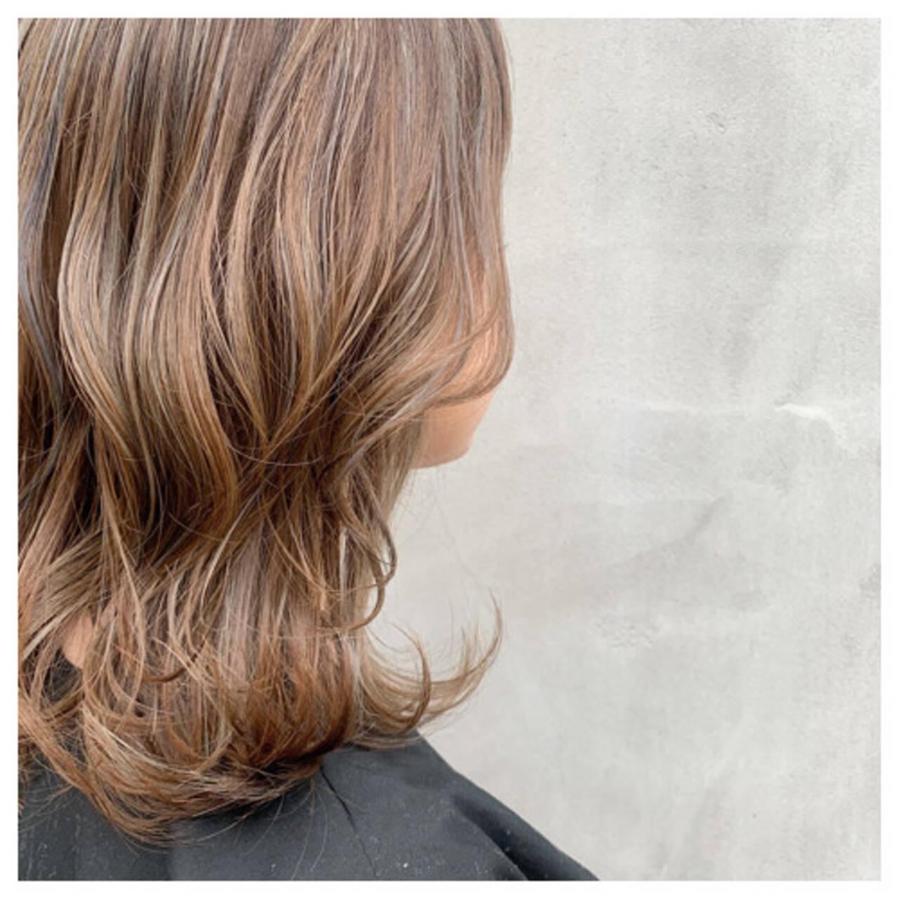 セミロング ハイライト ベージュ ブラウンベージュヘアスタイルや髪型の写真・画像