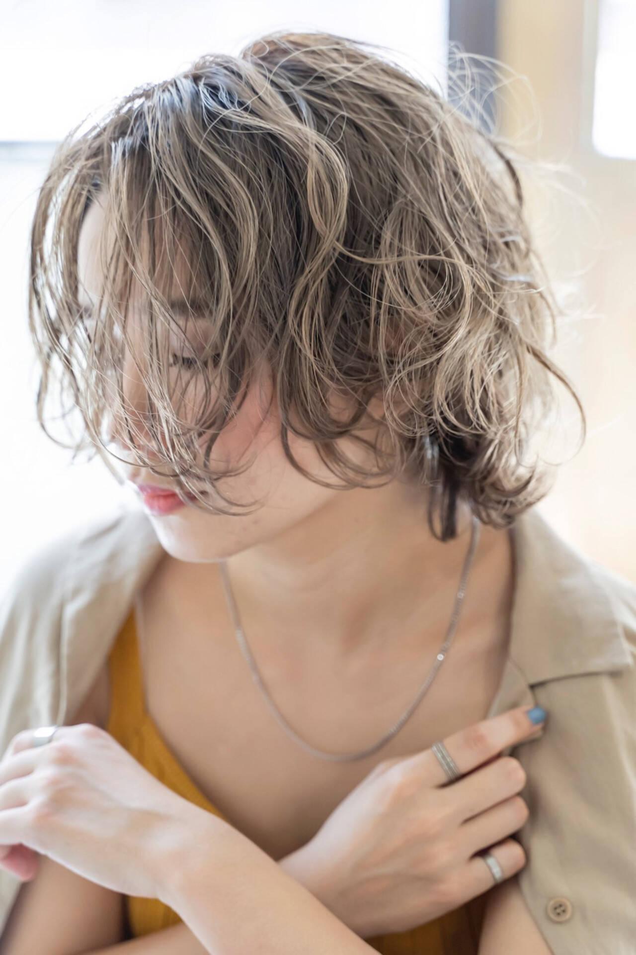 アディクシーカラー ミニボブ 波ウェーブ ボブヘアスタイルや髪型の写真・画像